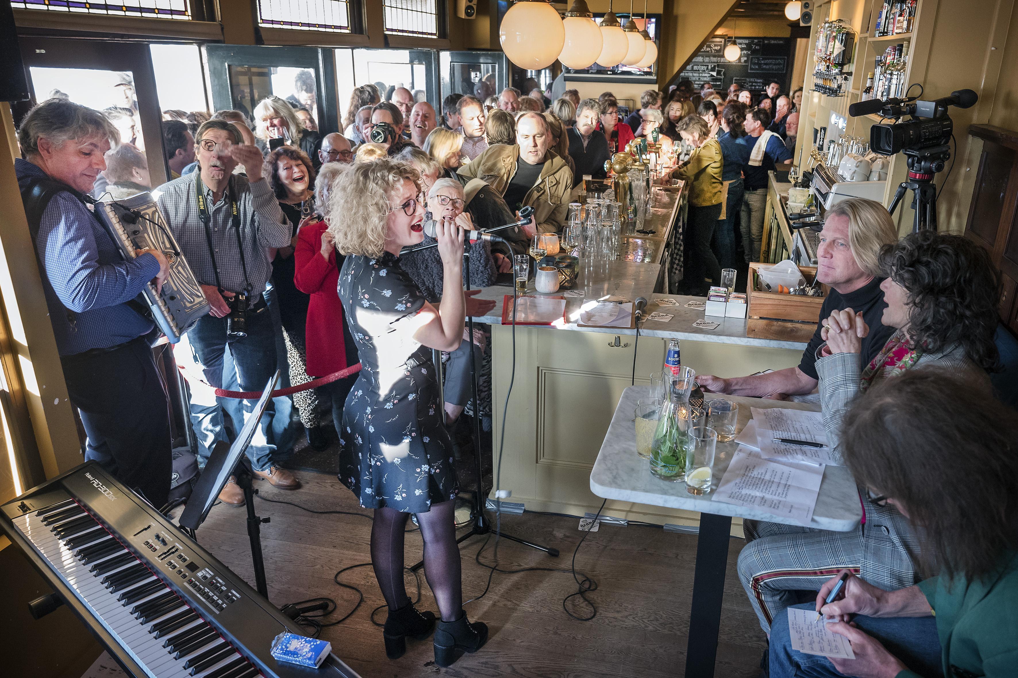 Smartlappenfestival Zwanenzang op herhaling in café De Zwaan in Haarlem
