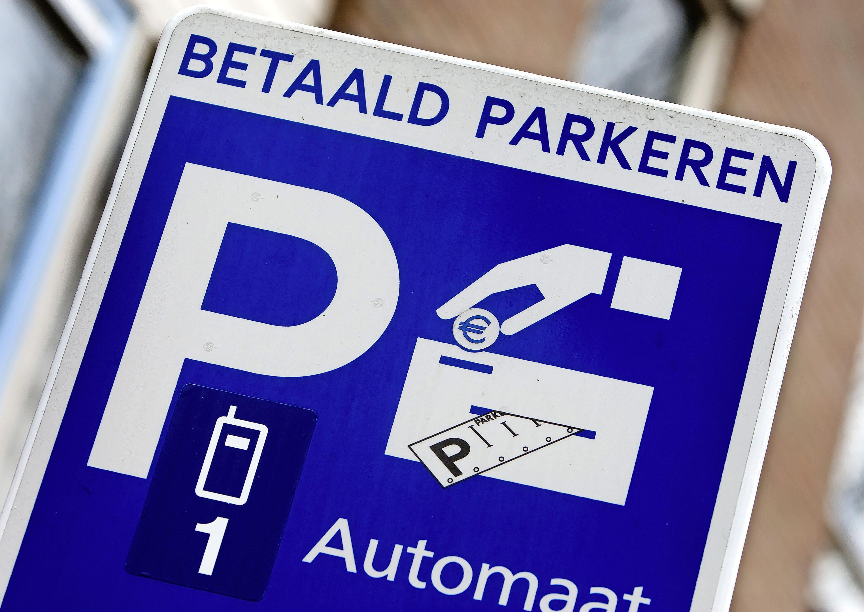 Betaald parkeren in Hilversum weer uitgebreid: vanaf volgende maand een parkeerkaartje kopen in de hele Albertus Perkstraat