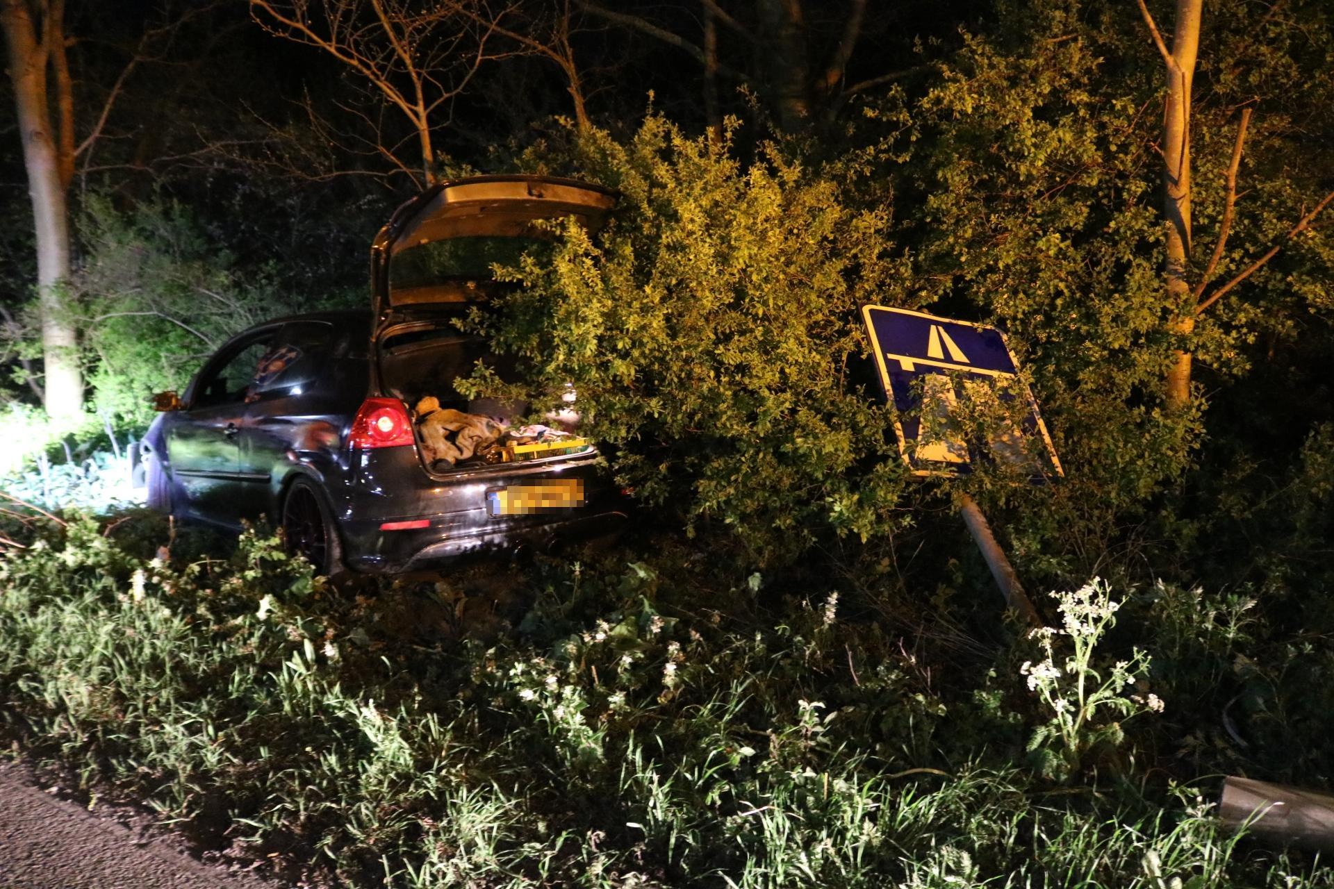 Automobilist slaat op de vlucht na ongeval op A44 bij Sassenheim, politie houdt zoekactie