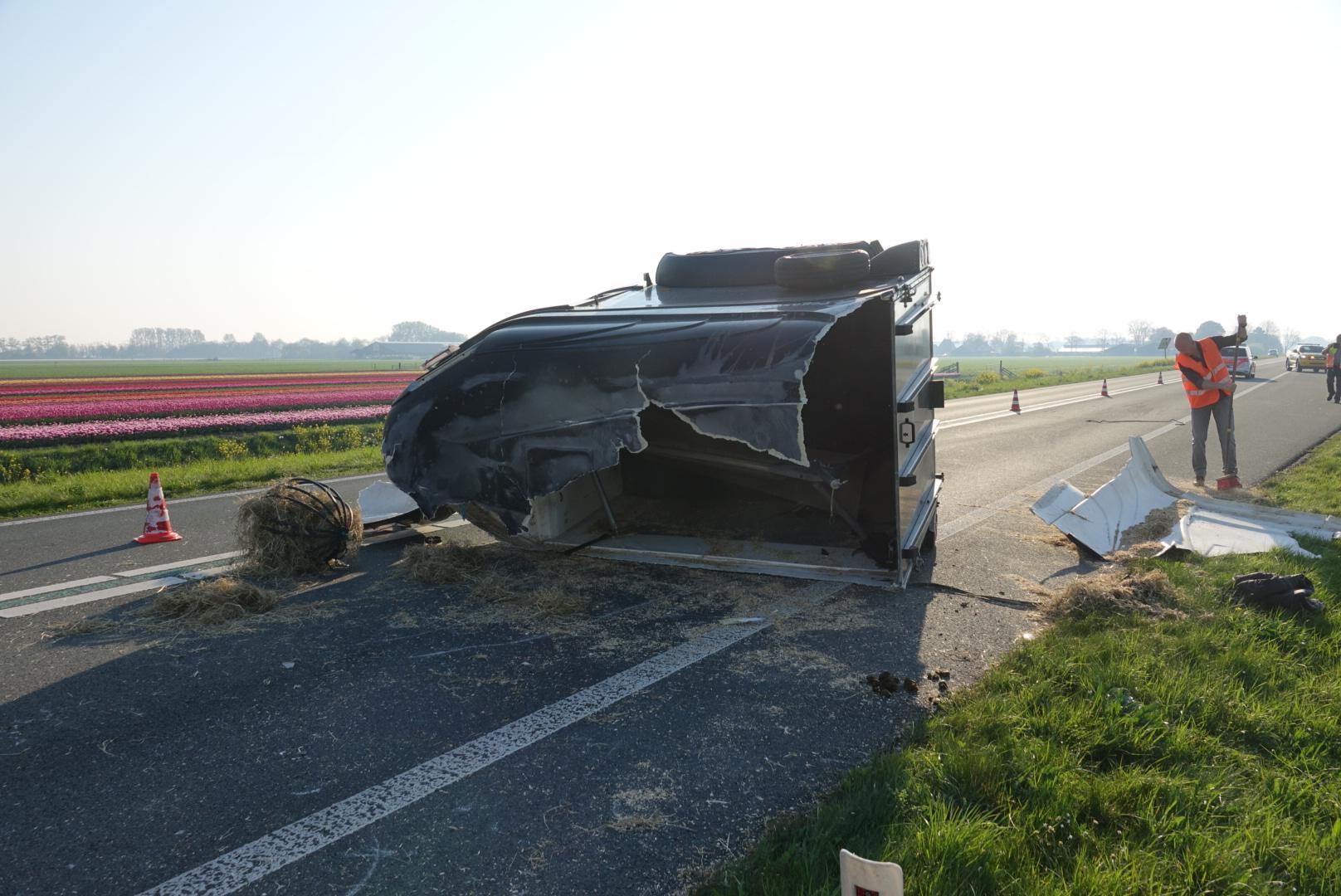 Twee paarden gewond bij ongeluk op N244 in Middenbeemster