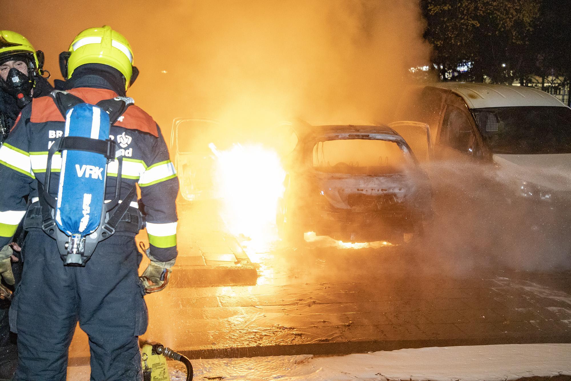 Veel schade bij autobrand in Heemstede, politie vindt lege fles lampenolie