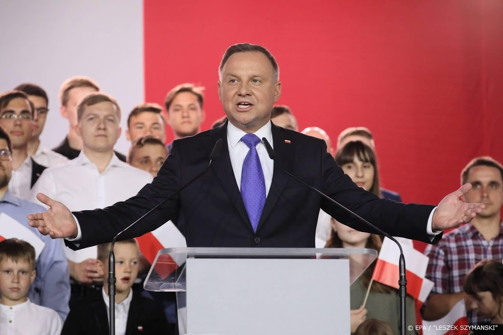 Critici Poolse president vormen 'regenboog' in parlement