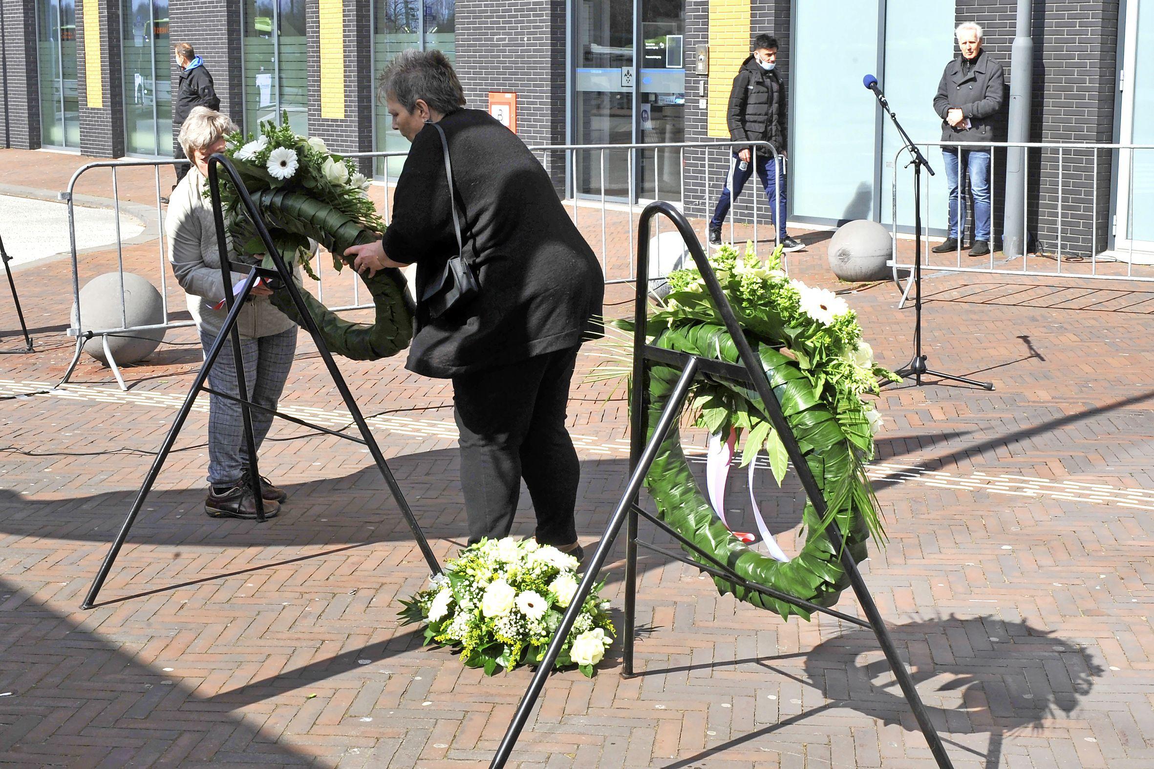 Inge van Luijn bij herdenking razzia Beverwijk en Velsen-Noord: 'Voor Alex was dit zo belangrijk, ik doe het ook voor hem'