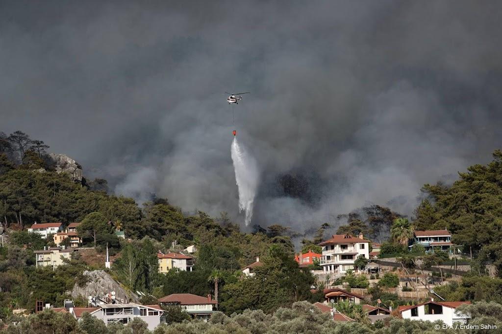 Verdere evacuaties en stijgend dodental bij bosbranden Turkije