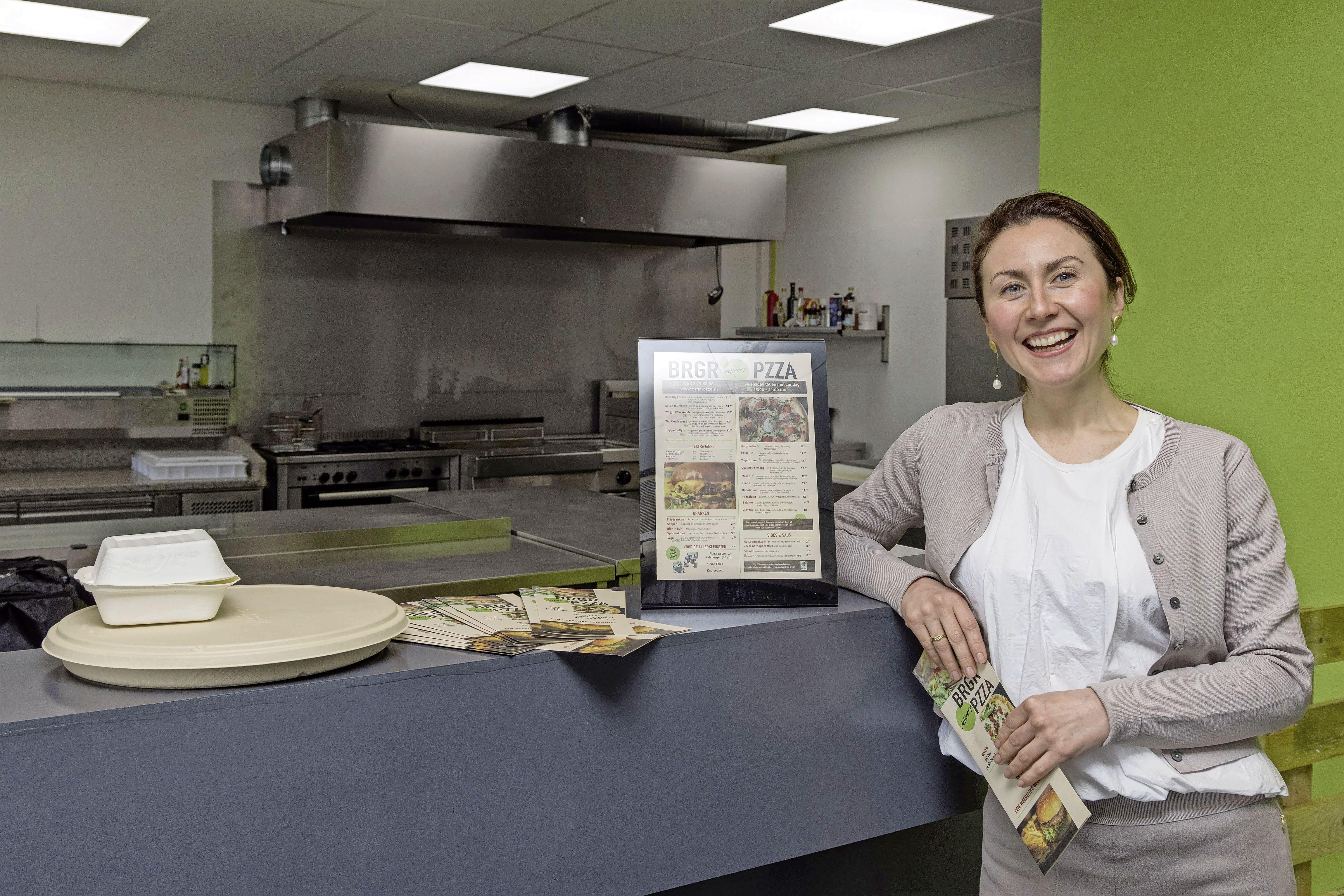 Enkhuizense Elena (35) ruilt Russisch reisbureau om voor bezorgrestaurant in Zwaag. 'Dit is een groot avontuur'