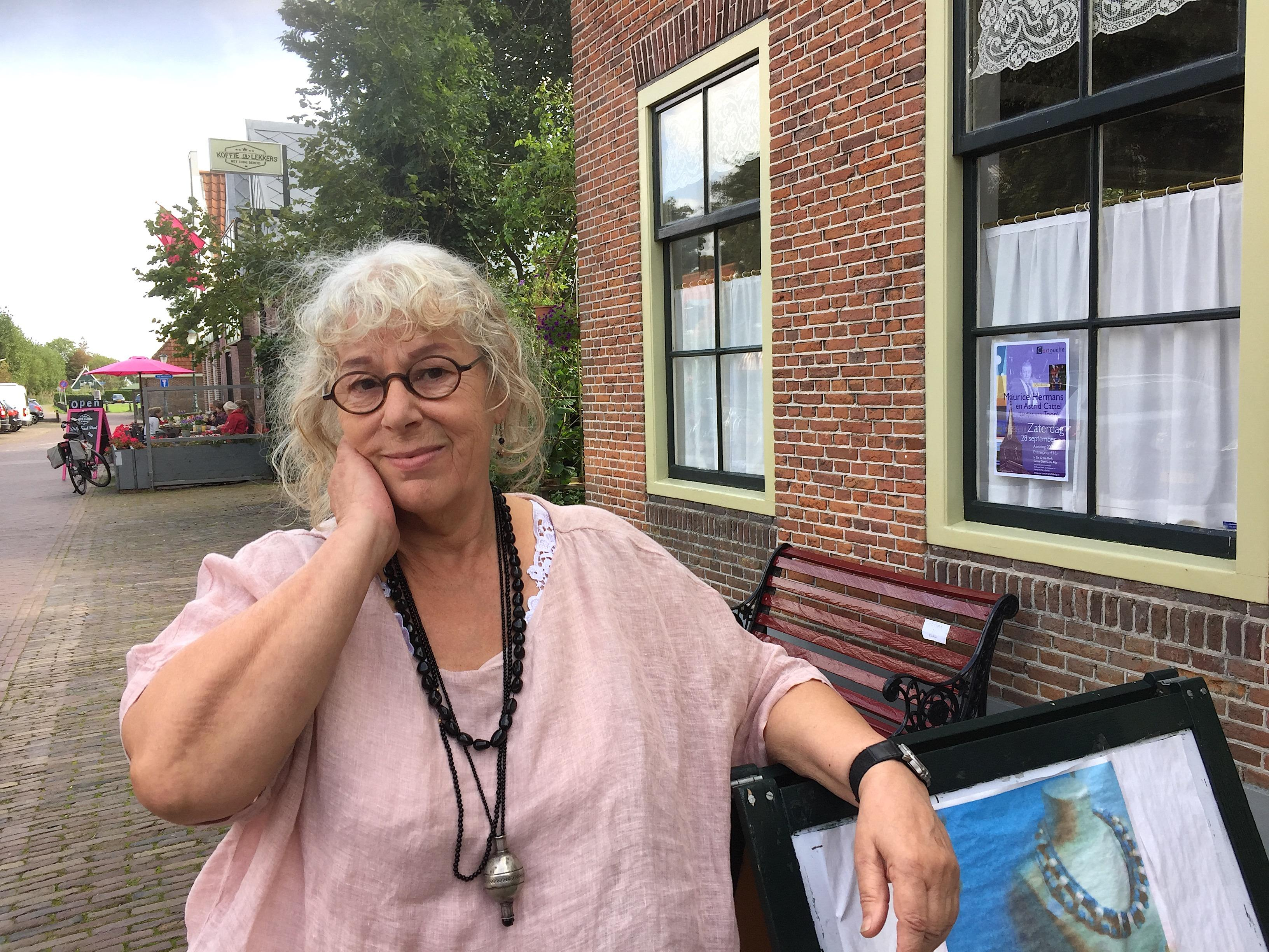 Onderweg: Flory Peetoom (71) uit De Rijp barst van de levenslust, maar ze heeft ook mindere tijden gekend