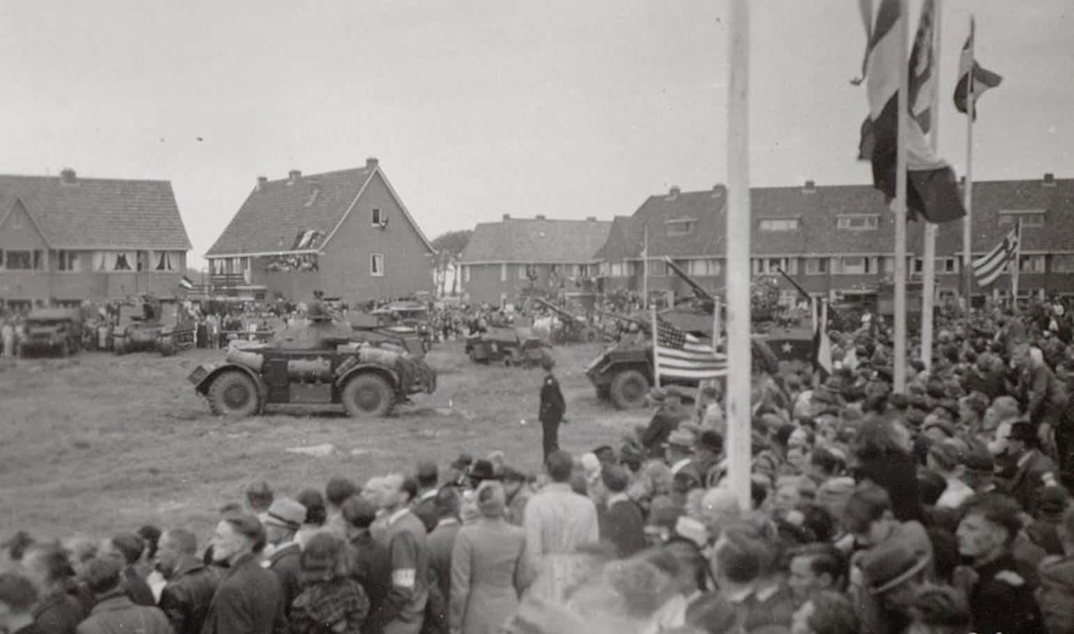 Bewegend Verleden: Canadezen presenteren hun oorlogsmaterieel in Alkmaar, 1945 [video]