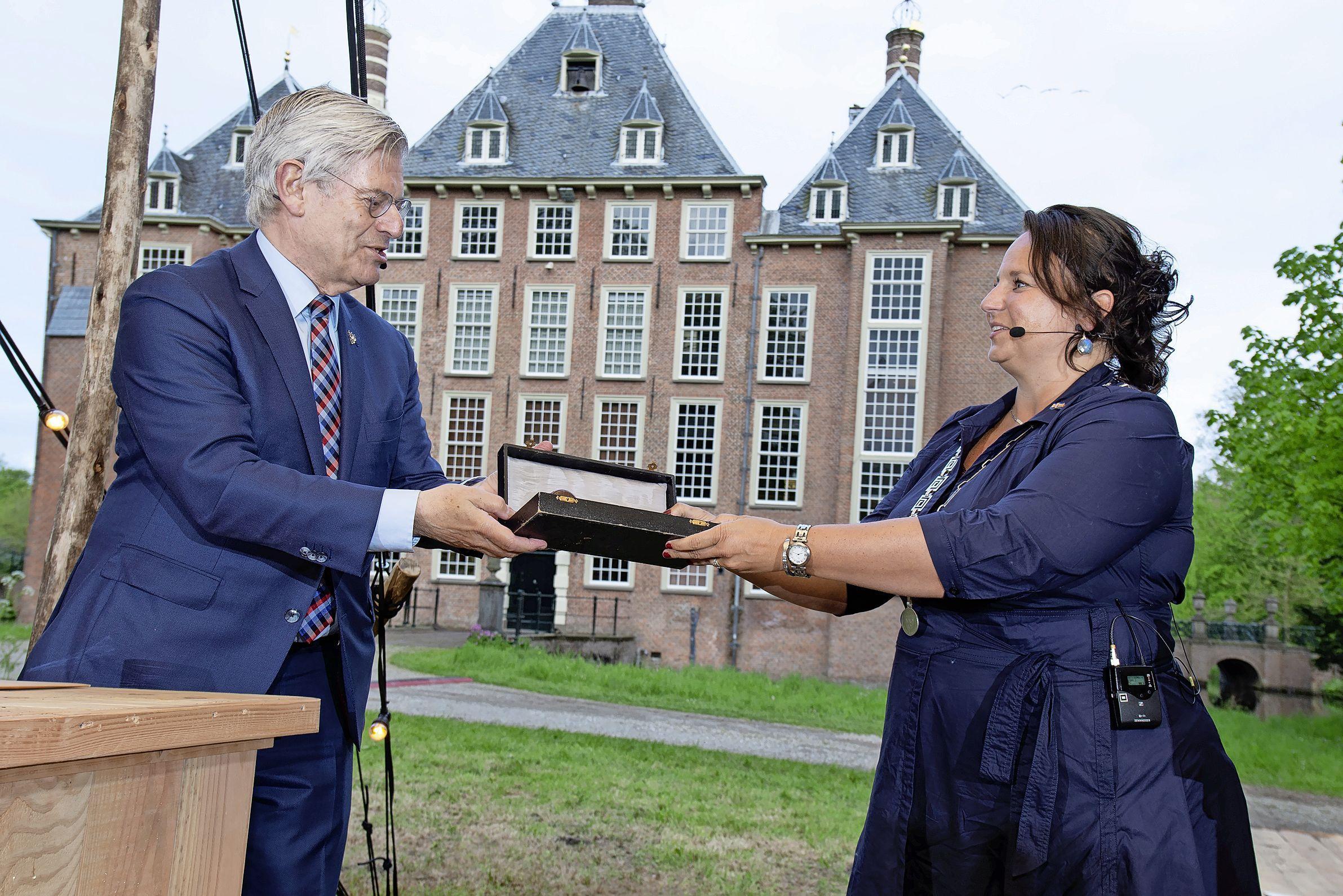 Voorschotens eerste burger Nadine Stemerdink aan de slag: 'Laat je nooit aanpraten dat je iets niet kan'