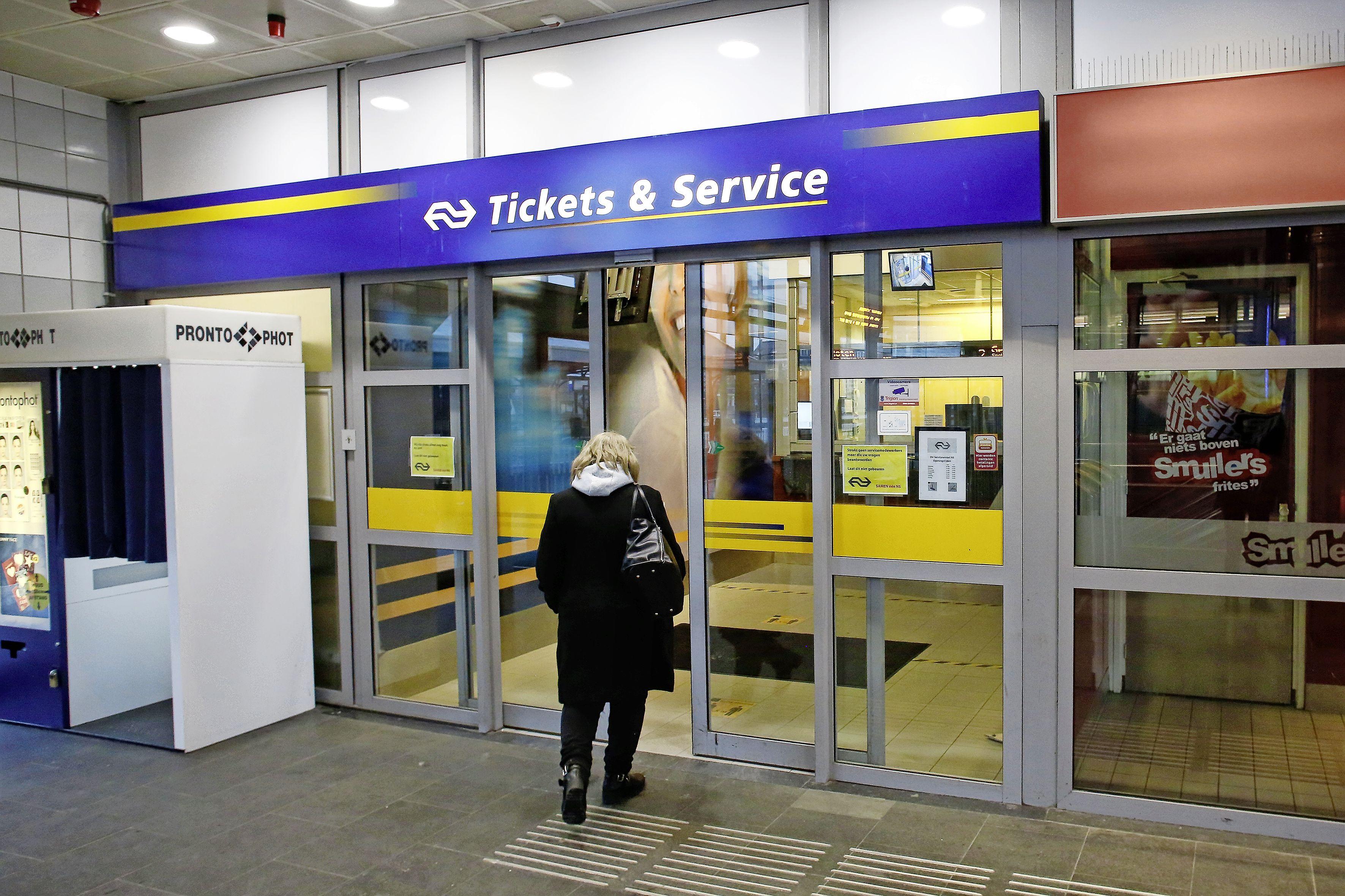 Service- en ticketbalie op station Hilversum gaat toch dicht. 'Voorlopig', meldt de NS. 'Vanwege een tekort aan personeel'