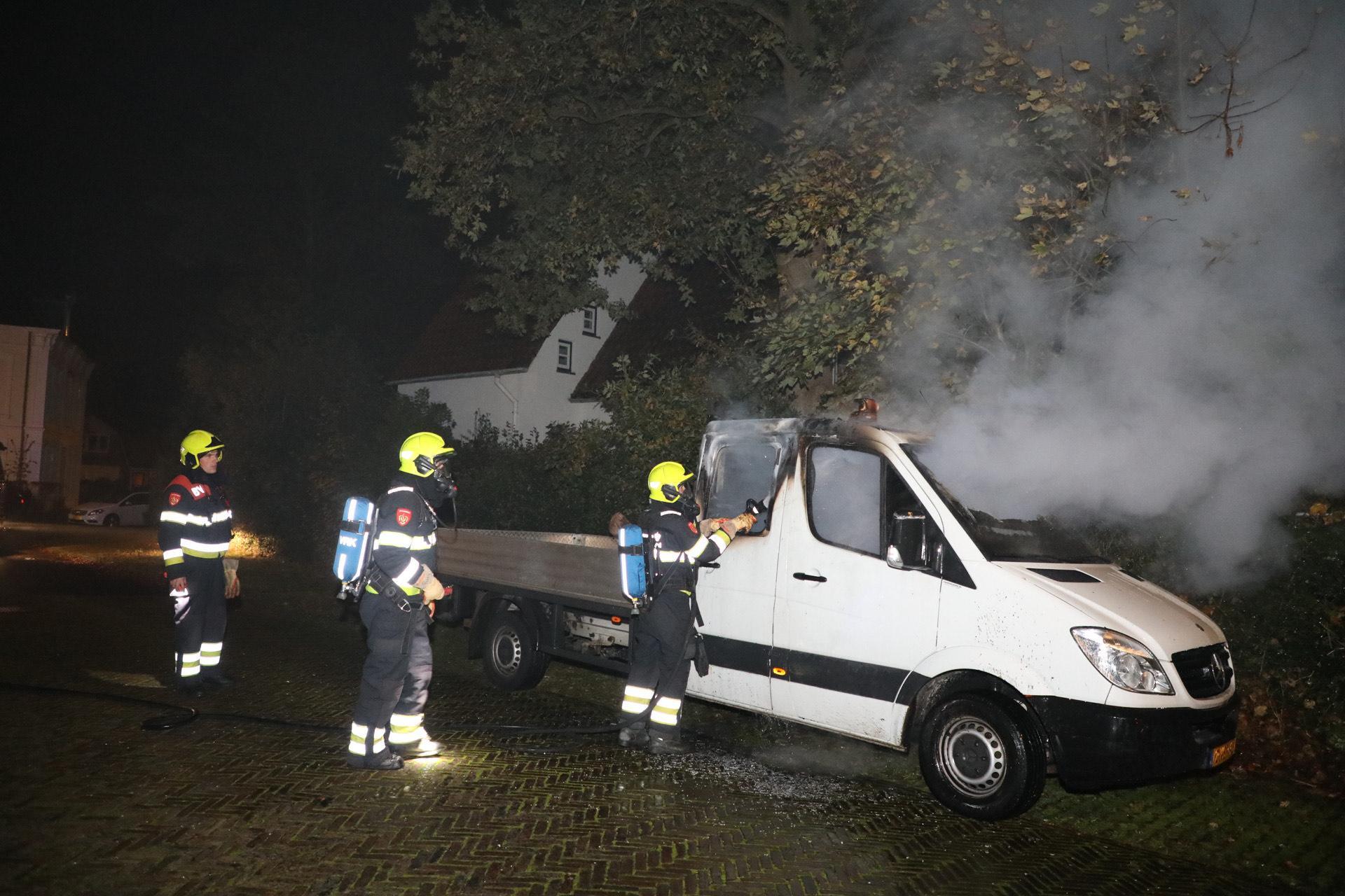 Geparkeerde bedrijfswagen in brand in Bloemendaal