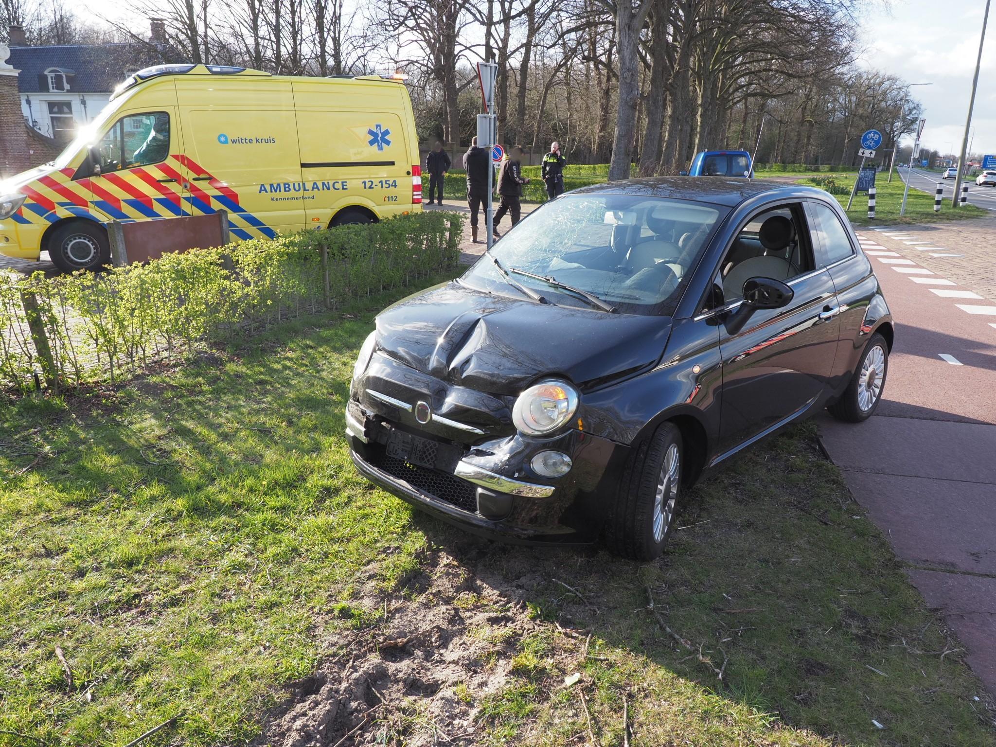 Gewonde bij botsing tussen auto en bedrijfsbus in Velsen-Zuid