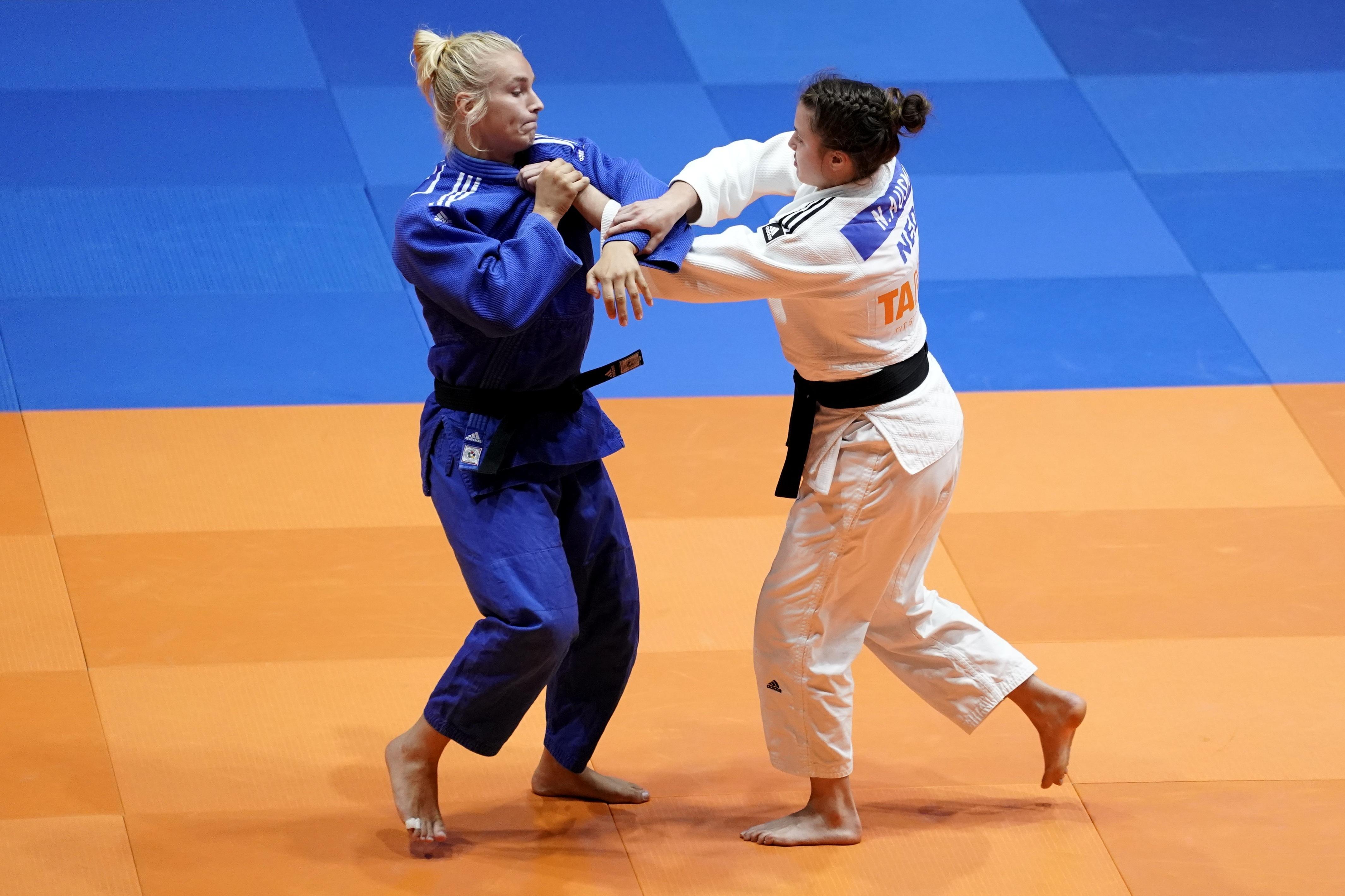 Judoka Karen Stevenson is een topper zonder toernooien. De 27-jarige Heiloose heeft haar Olympische droom echter nog niet opgegeven