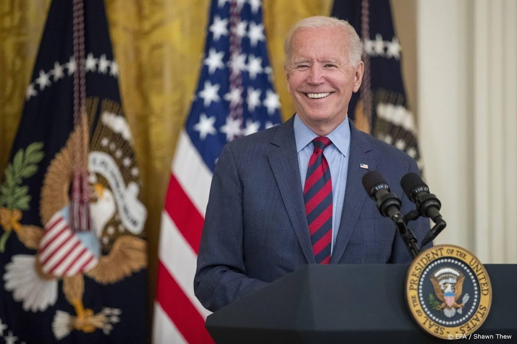 Biden maant leiders Florida en Texas Covid-richtlijnen te volgen