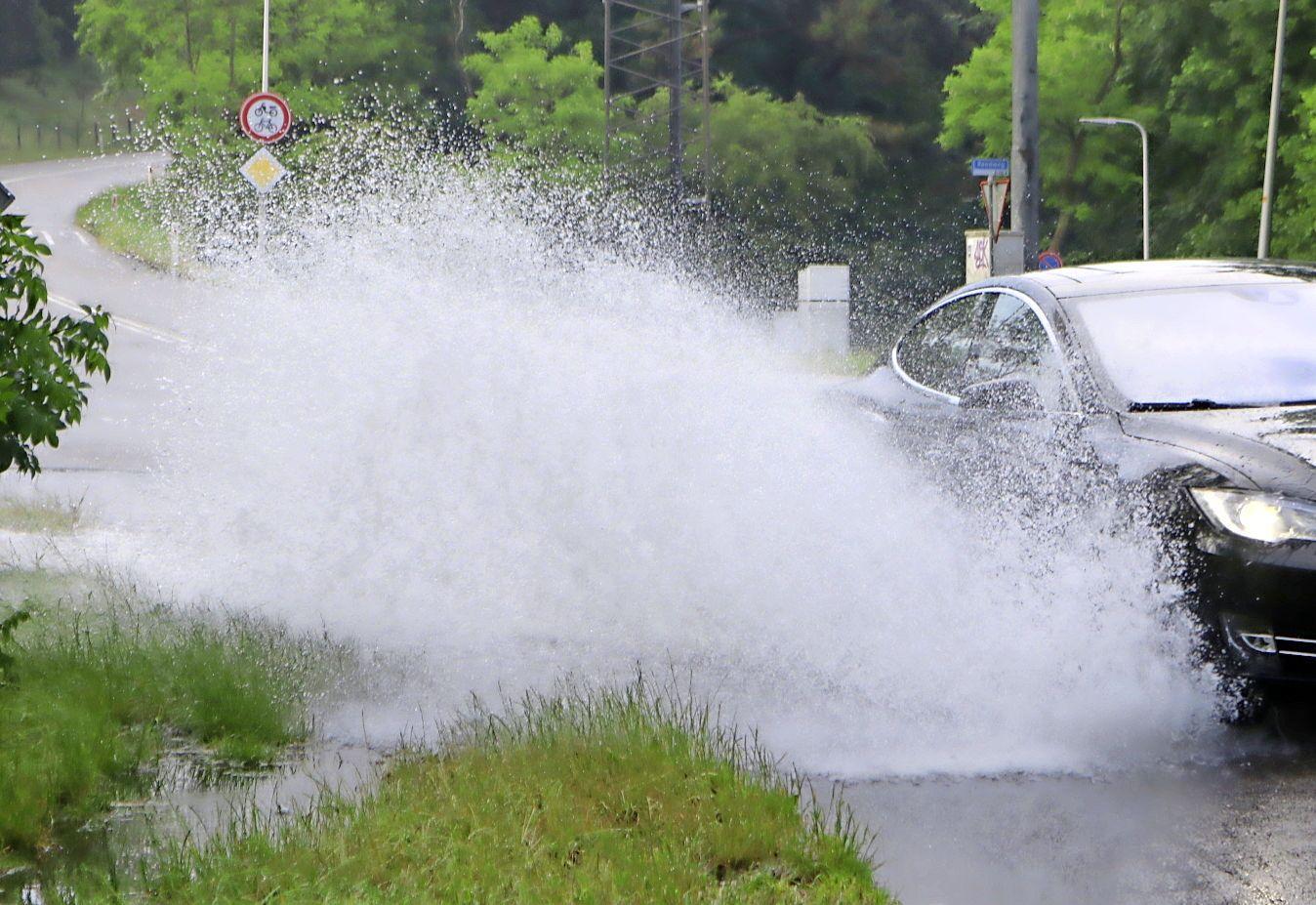 Noodweer spaart Duin- en Bollenstreek ook niet: ravage op de weg, een sinkhole en afgebroken takken