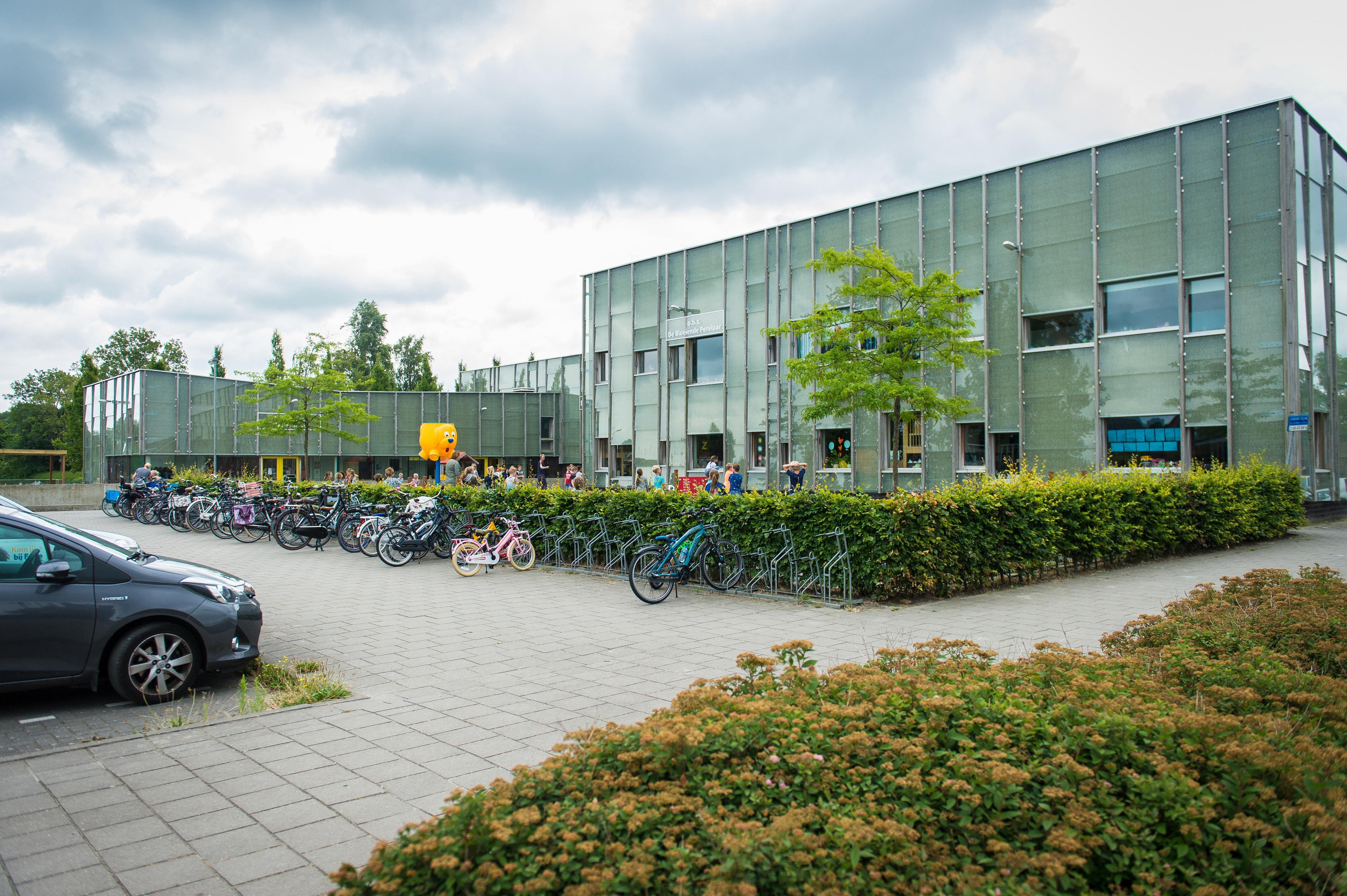 Dependance basisschool Zuidoostbeemster op het schoolplein als het aan de wethouder ligt, schoolbestuur is fel tegen: 'Vrije beweegruimte van leerlingen wordt weggenomen'
