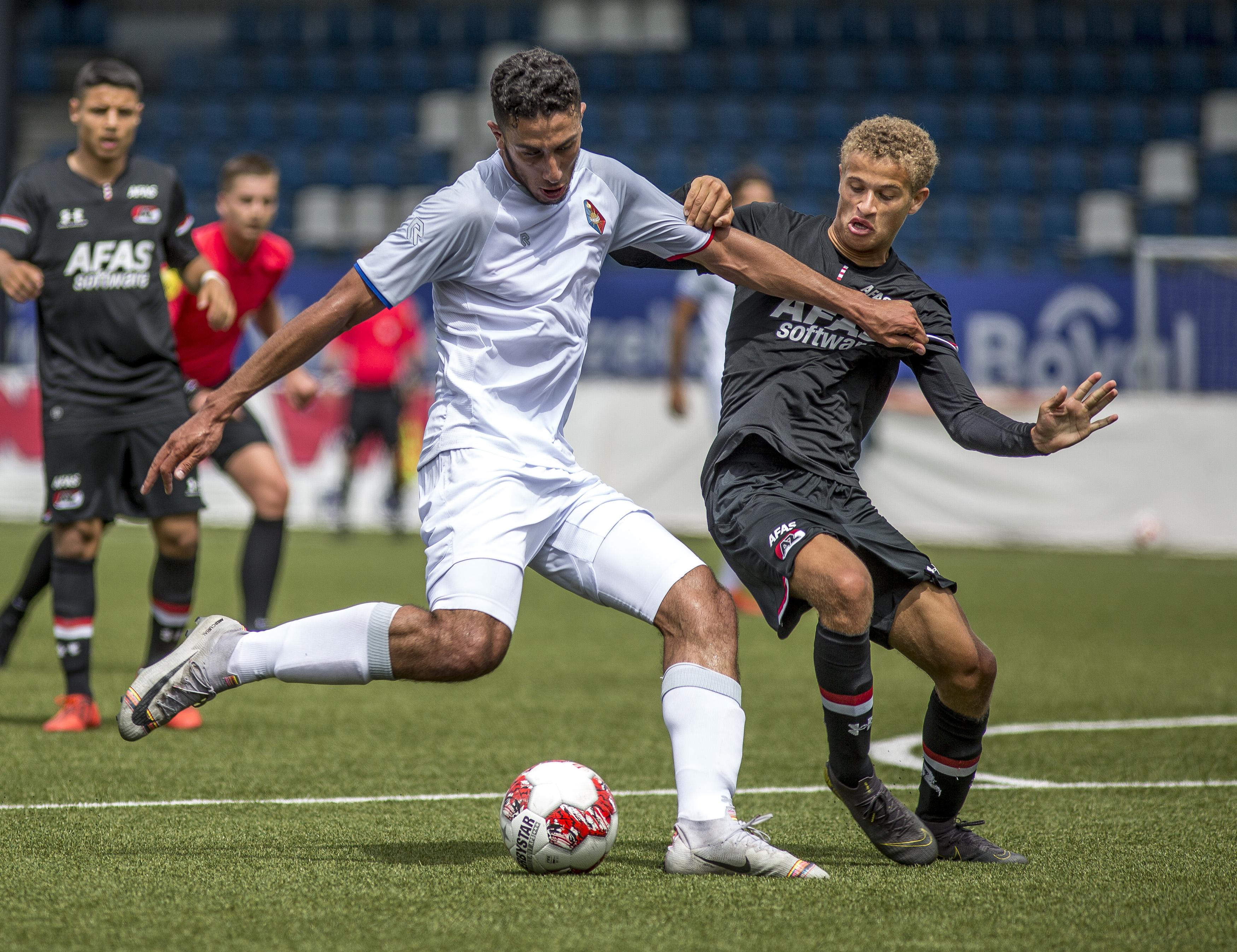 Laatbloeier Reda Kharchouch met sociaal hart laat zich zien met Telstar tegen Jong AZ (3-2)