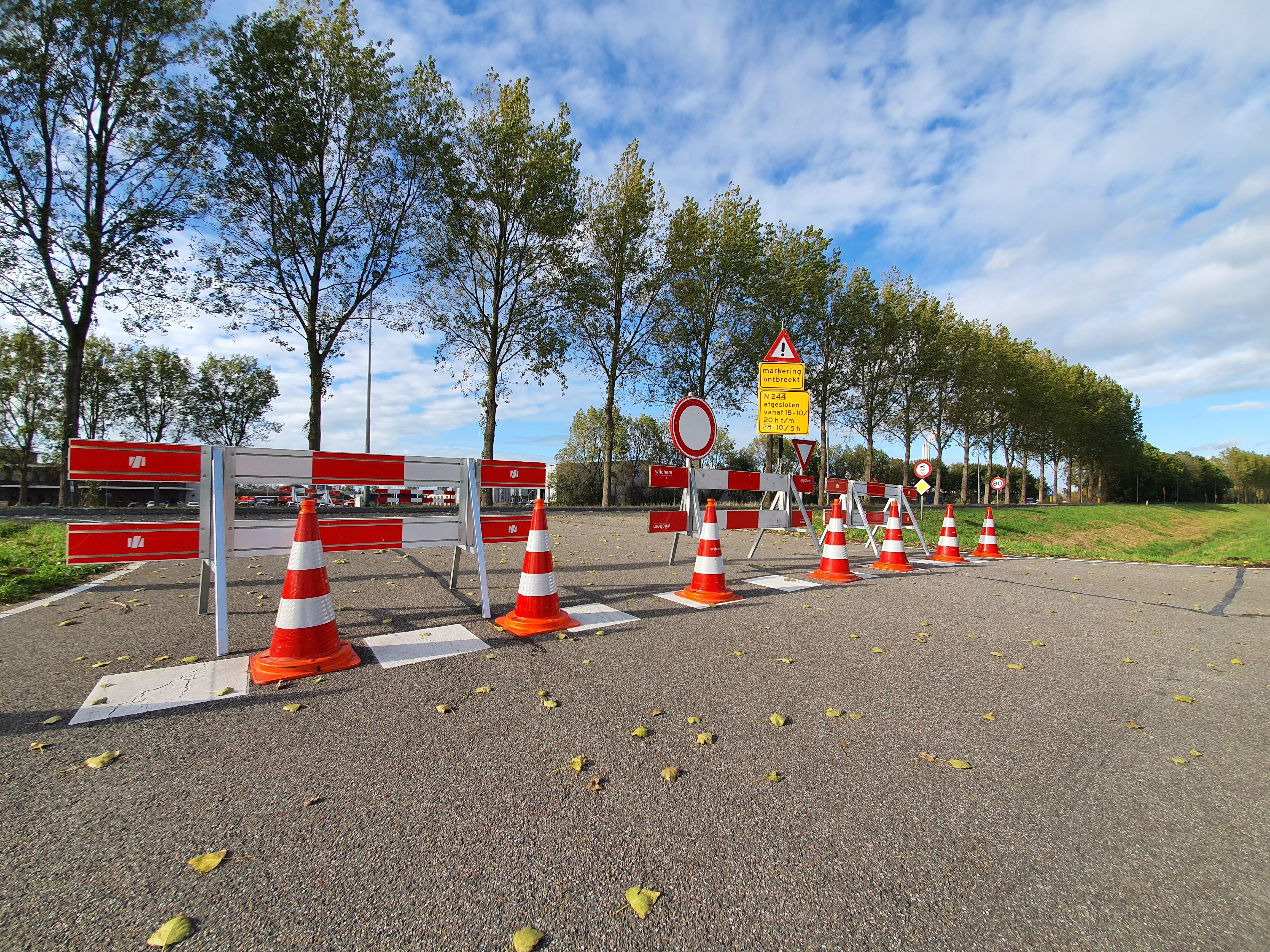 Olie op wegdek N244; weg blijft tot en met 28 oktober gesloten