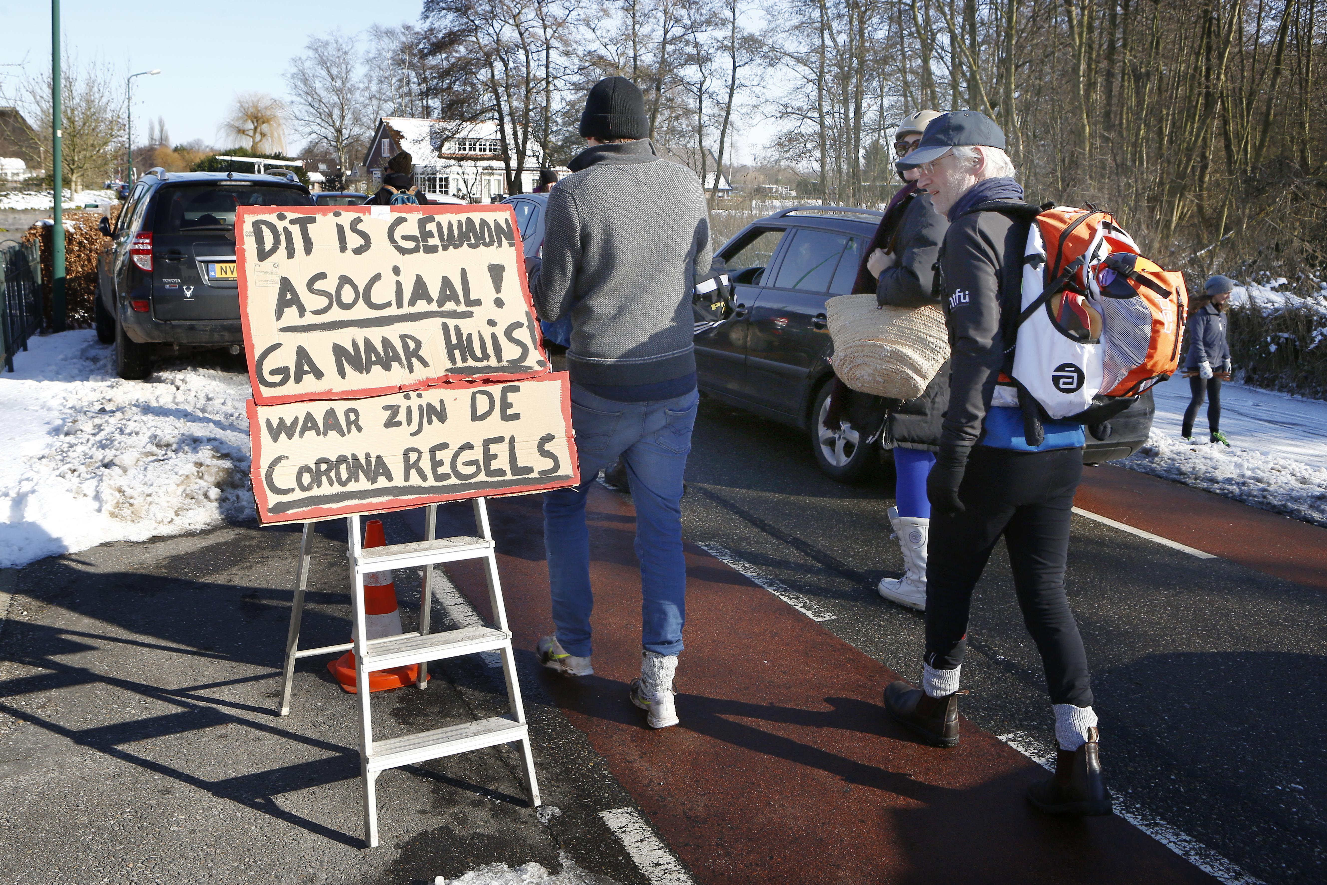 'Kom niet naar Loosdrecht om te schaatsen! Het is te druk', meldt brandweer Gooi en Vechtsteek, ook namens ijsmeesters en gemeente Wijdemeren
