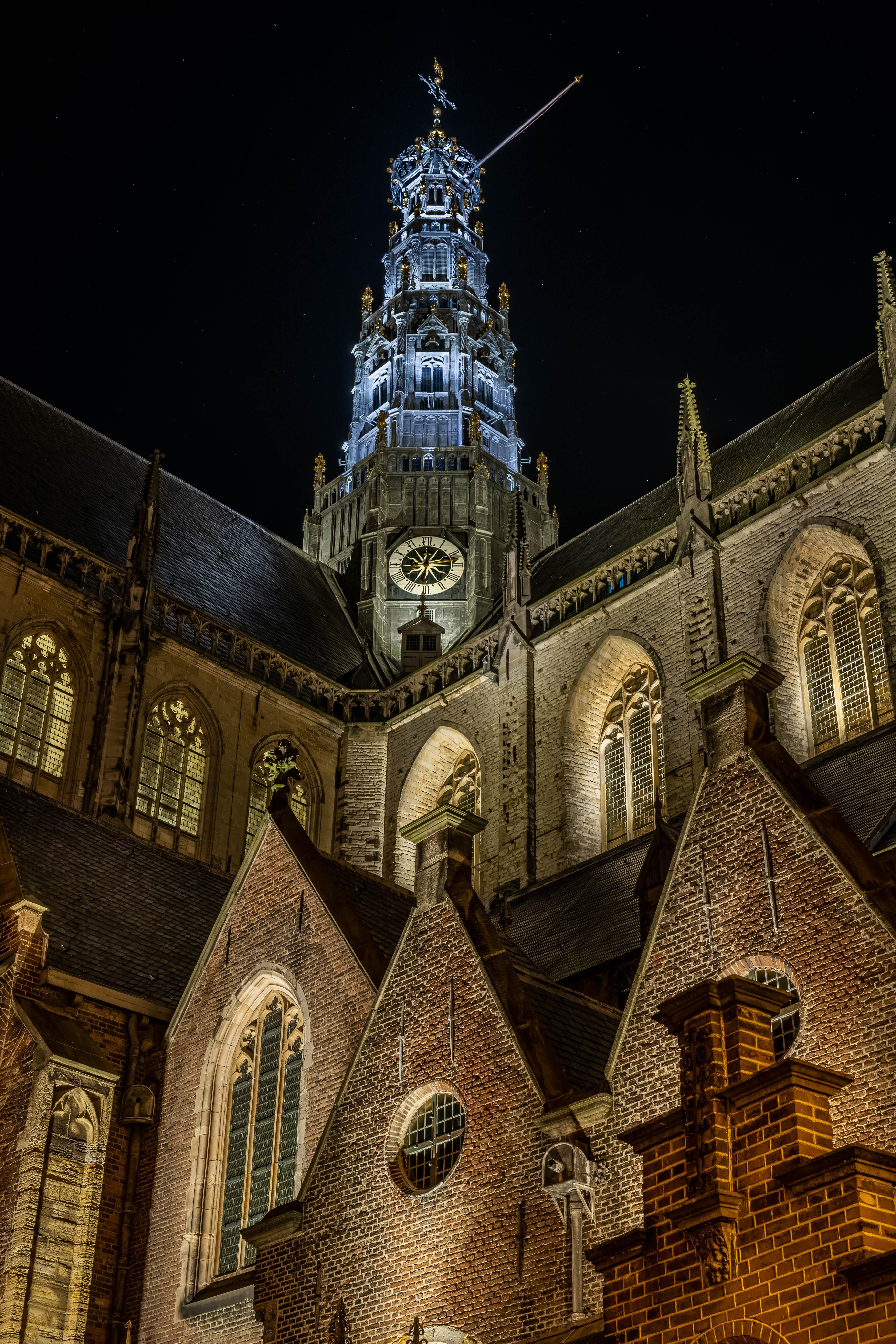 Lezersfoto: Verlichte kerk in donkere dagen