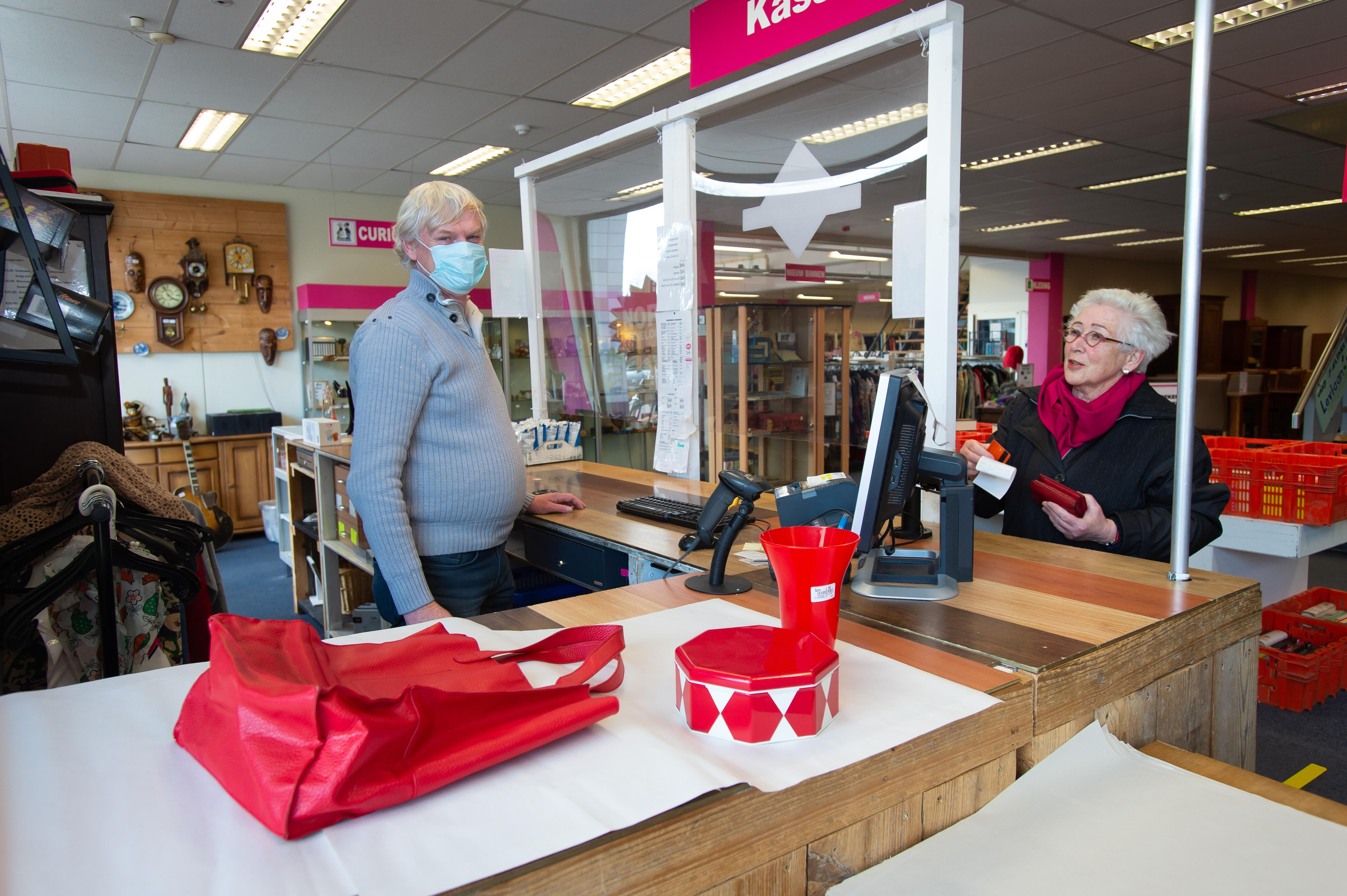 Private shopping bij Noppes: zes bezoekers krijgen twintig minuten. 'Lekker struinen, daar komen we voor'