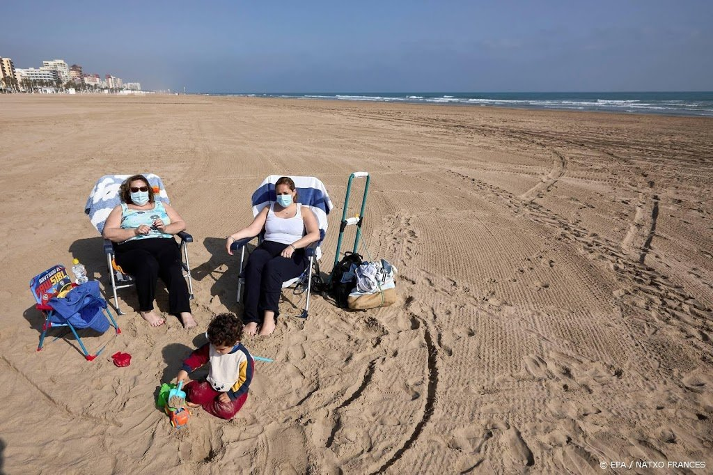 Spanje: toch geen mondkapjesplicht bij zonnebaden op stranden