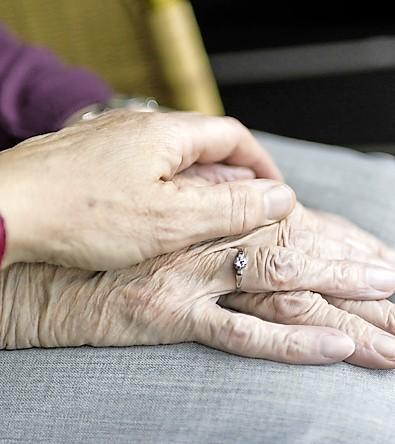 'Bij mij doet zij dat nooit'; gratis te bezoeken theaterstuk voor mantelzorgers en mensen met dementie in Ankeveen en Hilversum