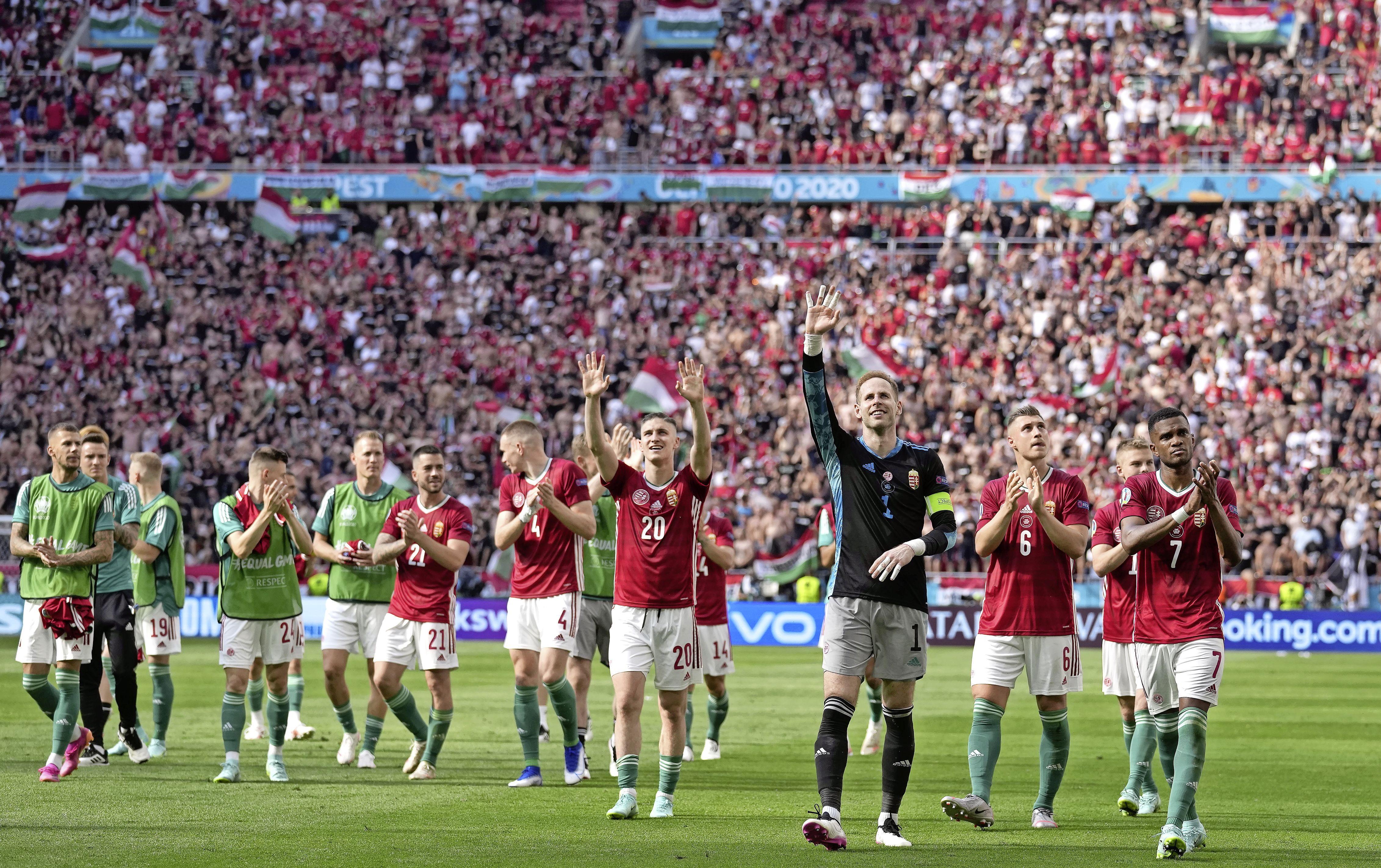 Orbán gaat heel ver, 'tot het bizarre aan toe', om het Hongaarse voetbal weer groot te maken. Erik Brouwer zag het met eigen ogen en schrijft erover in 'Voetbal in Europa'