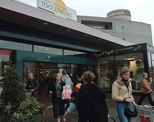 Massaal diner vanwege kwart eeuw winkelcentrum Toolenburg