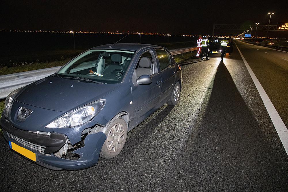 Vijf auto's beschadigd door bank op A5 bij Lijnden [update]