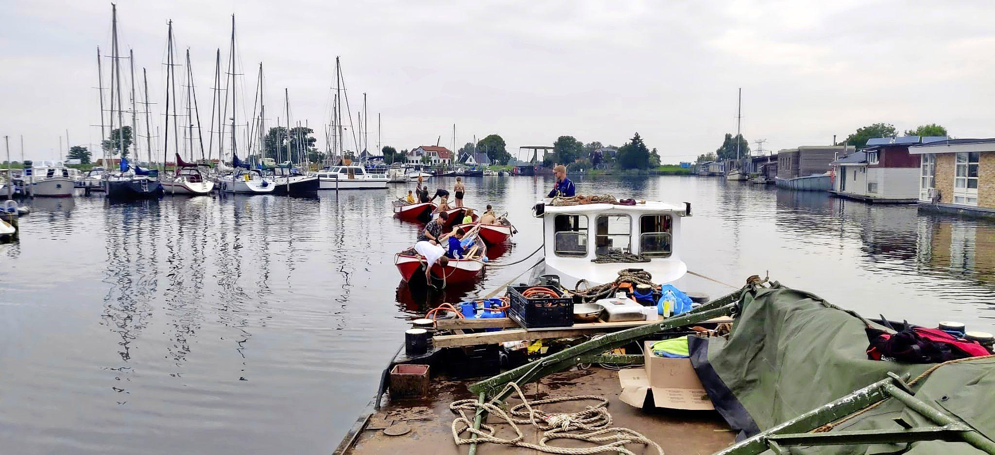 Goed nieuws voor scoutinggroep: onverwacht veel geld binnen voor gestolen en vernielde sleepboot. De schade is groot, desondanks kan het zomerkamp doorgaan
