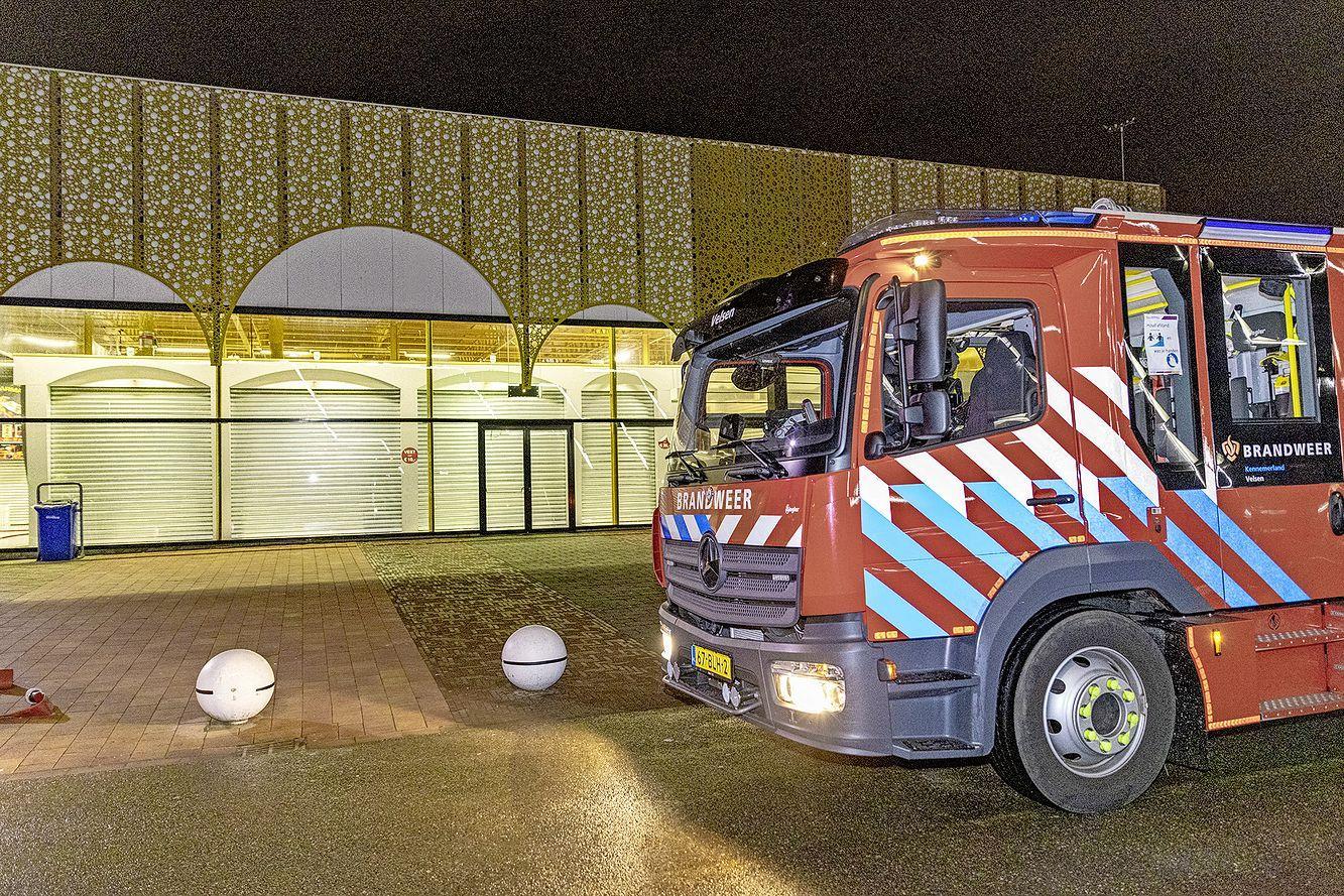 Brandweer blust brand in winkel Beverwijkse Bazaar