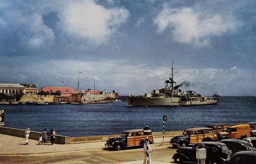 45 opvarenden van het oorlogsschip zijn door de Dorus Rijkers naar Den Helder gebracht. 'Kun je het je voorstellen: 45 mensen op die kleine reddingboot'?