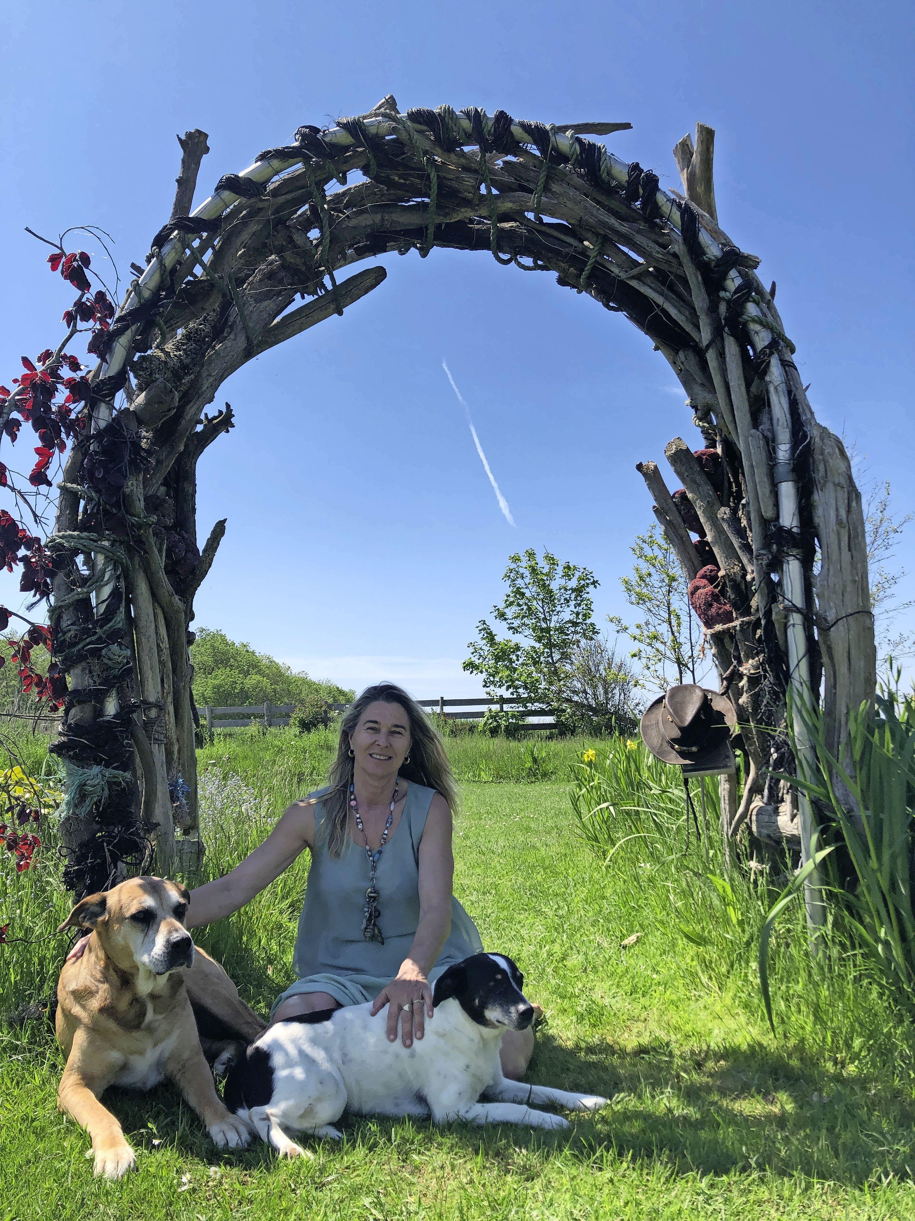Pelgrims Karin en Luc werkten in Afrika en liepen met hun ezels Sjaan en Nel maanden door Spanje. Aan de Korte Belkmerweg vonden ze hun rustpunt