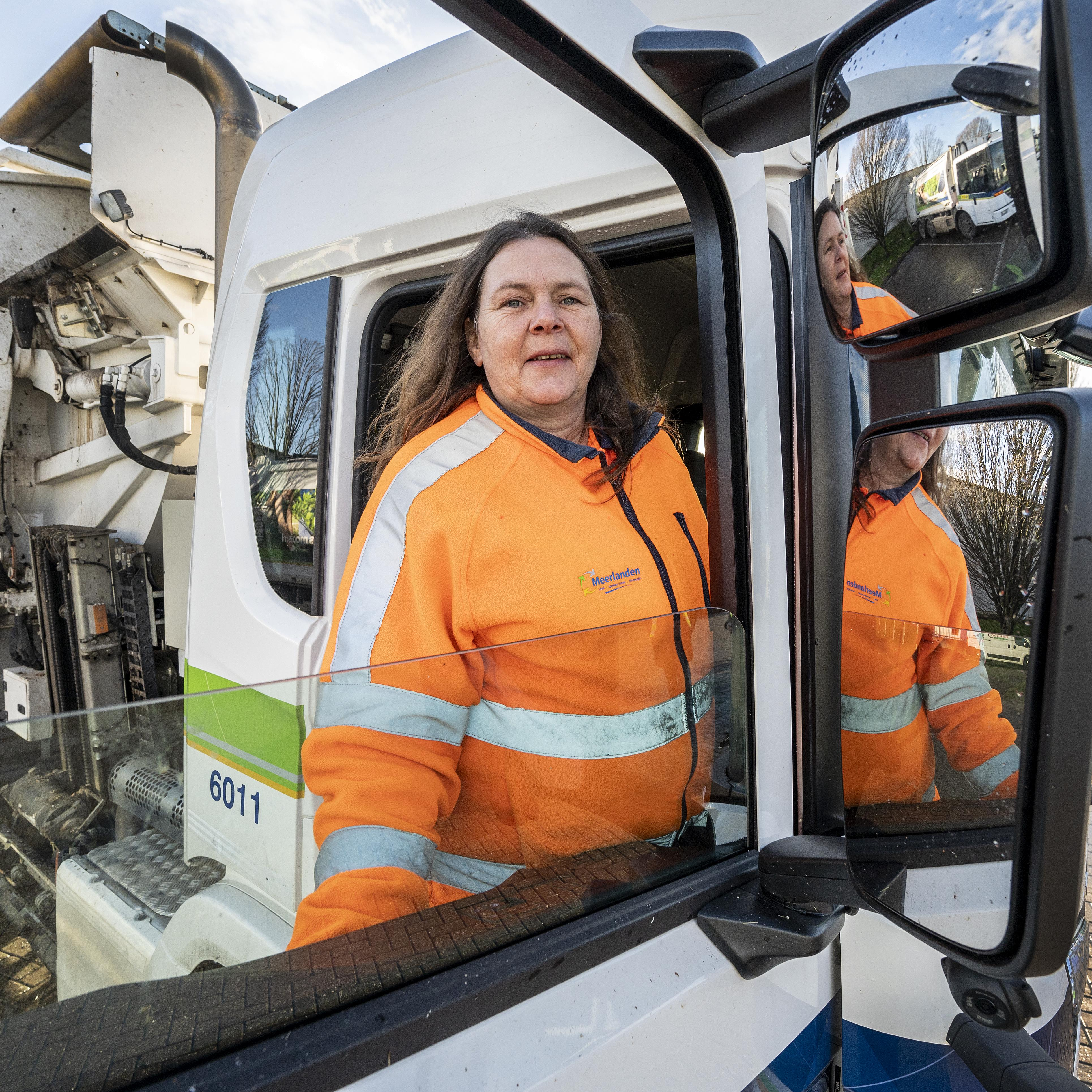 De enige vuilnisvrouw bij Meerlanden is helemaal gelukkig. 'Ik had er zelf nooit aan gedacht, maar het is hartstikke leuk werk'