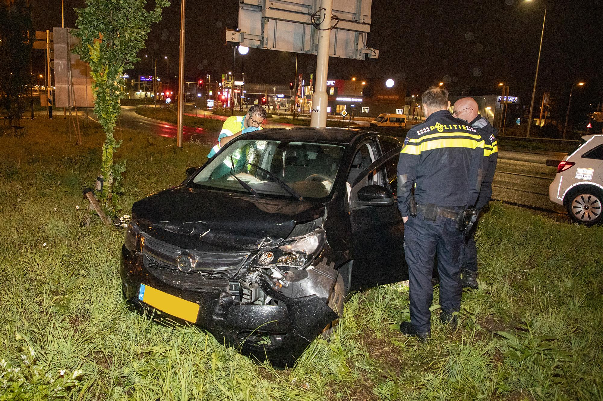 Bestuurster gewond na crash in Velsen-Noord