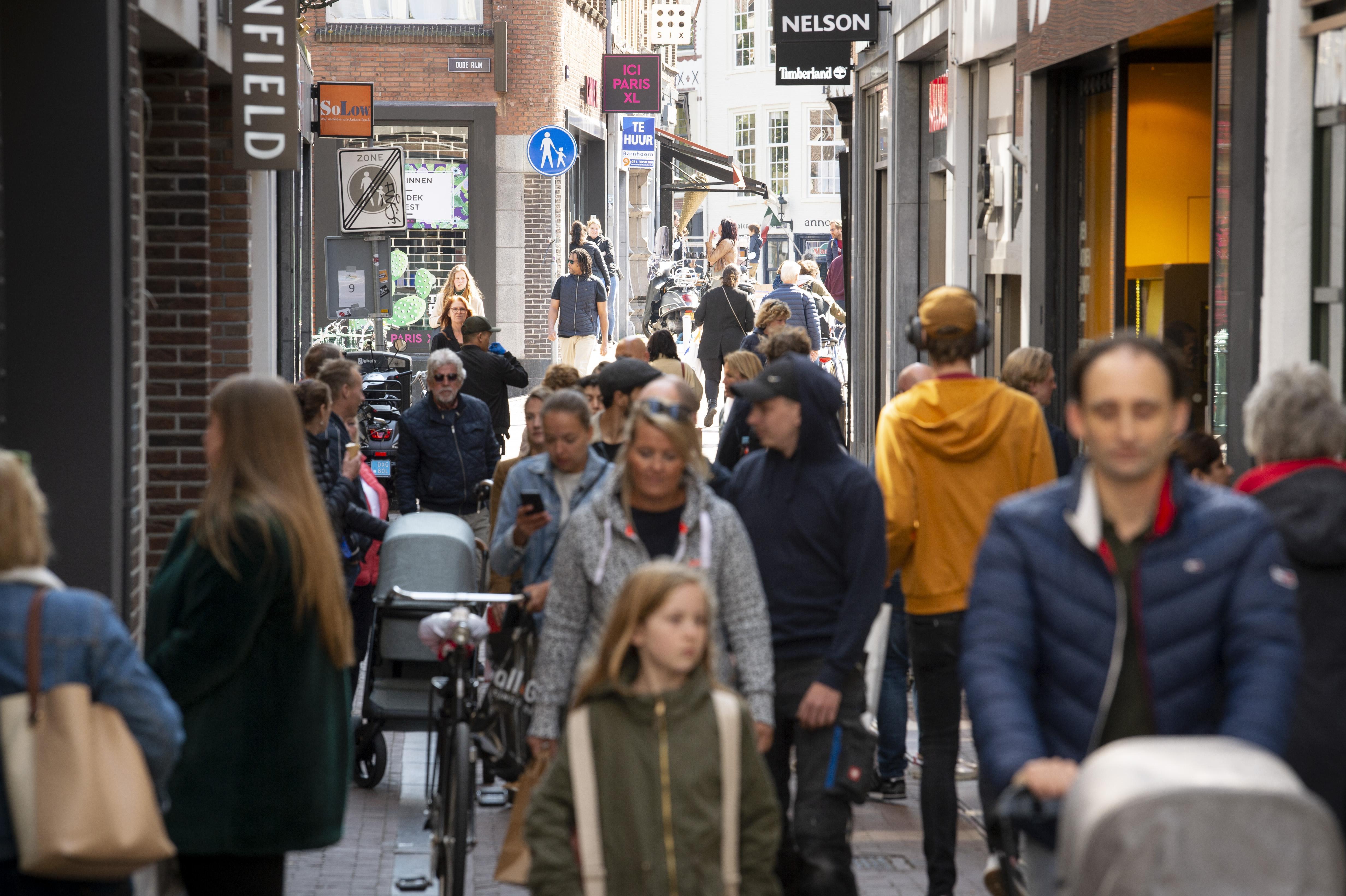 Proef met eenrichtingsverkeer voor voetgangers in Donkersteeg krijgt vervolg