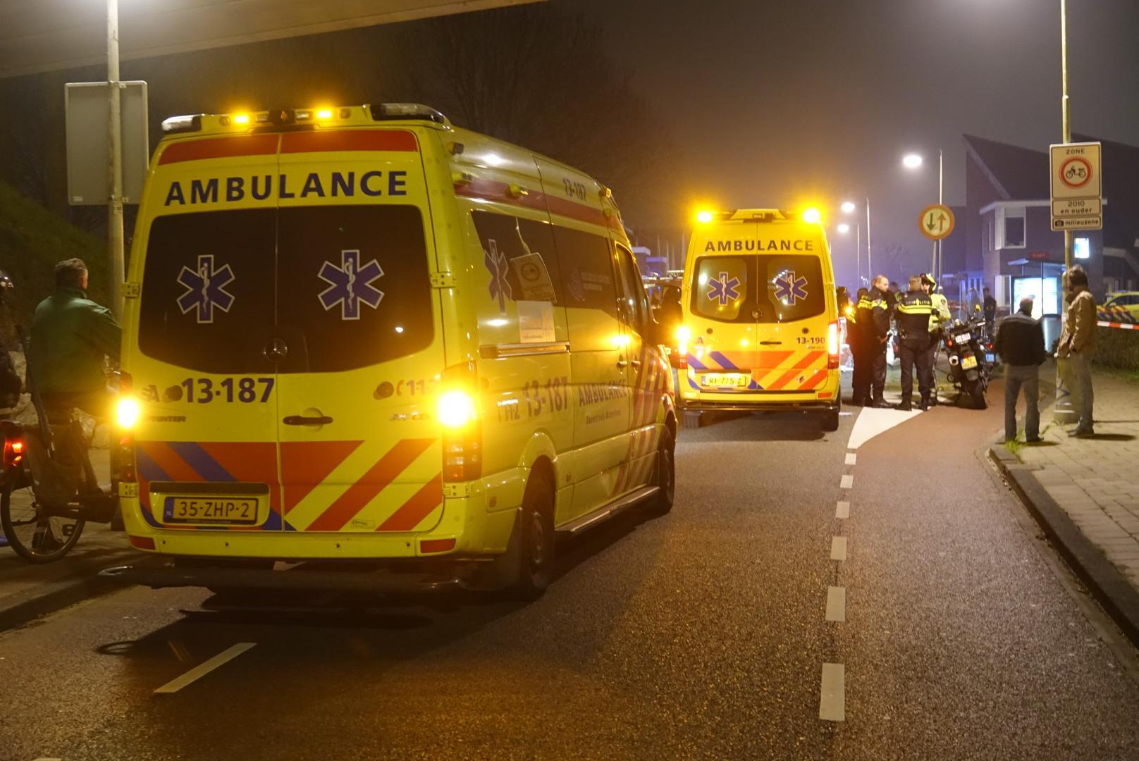 Motorrijder in levensgevaar na aanrijding op grens van Oostzaan en Amsterdam