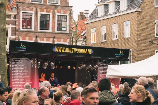 Koningsdag Haarlem: Van Zing-in via disco naar house