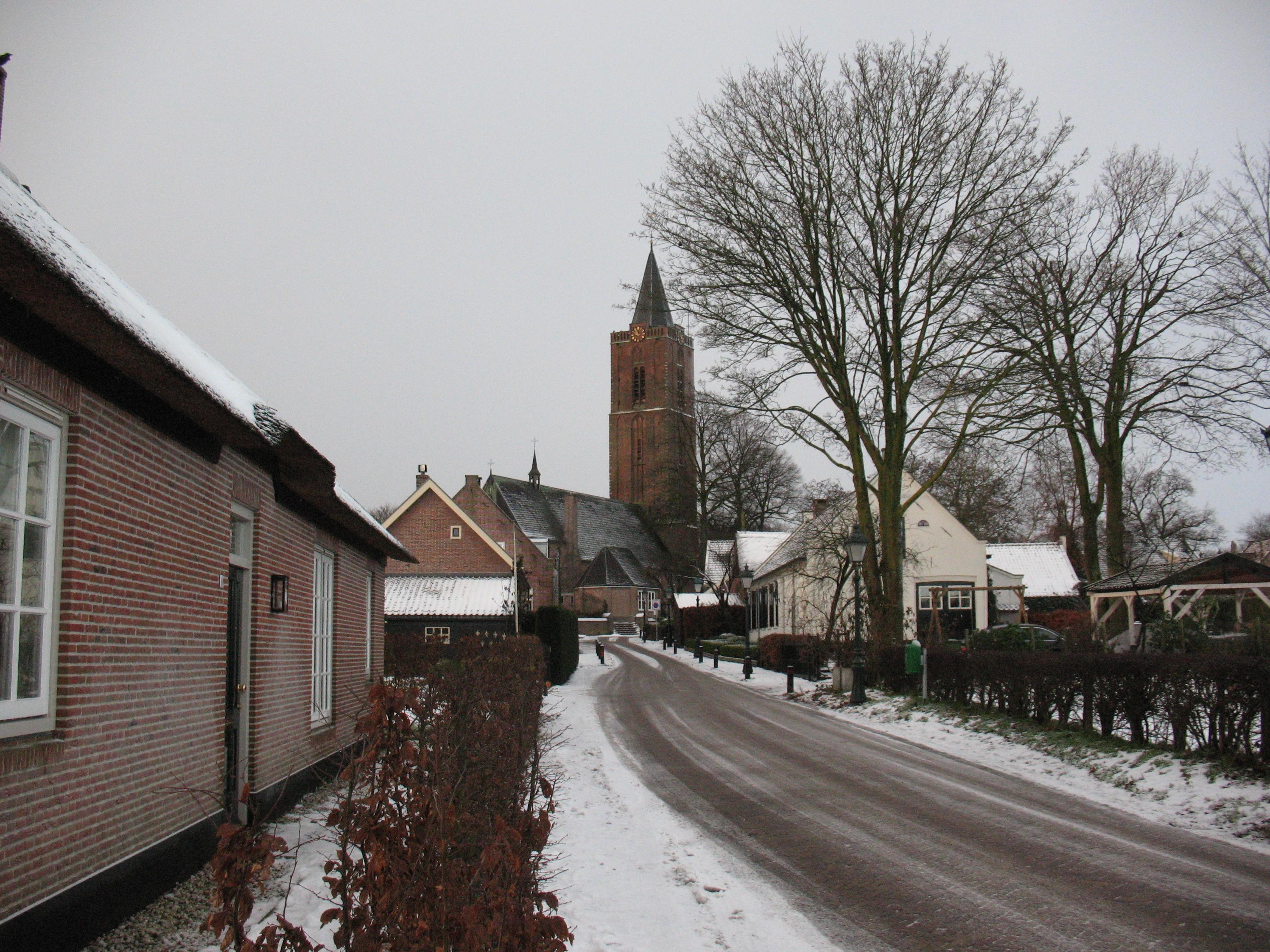 Krachtig klokgebeier tijdens Oud en Nieuw: Baarn en Soest doen mee, CDA roept ook op tot geklingel in Hilversum en Huizen; Soester burgemeester Metz: 'Desnoods ga ik zelf aan de touwen hangen om de klok te luiden'