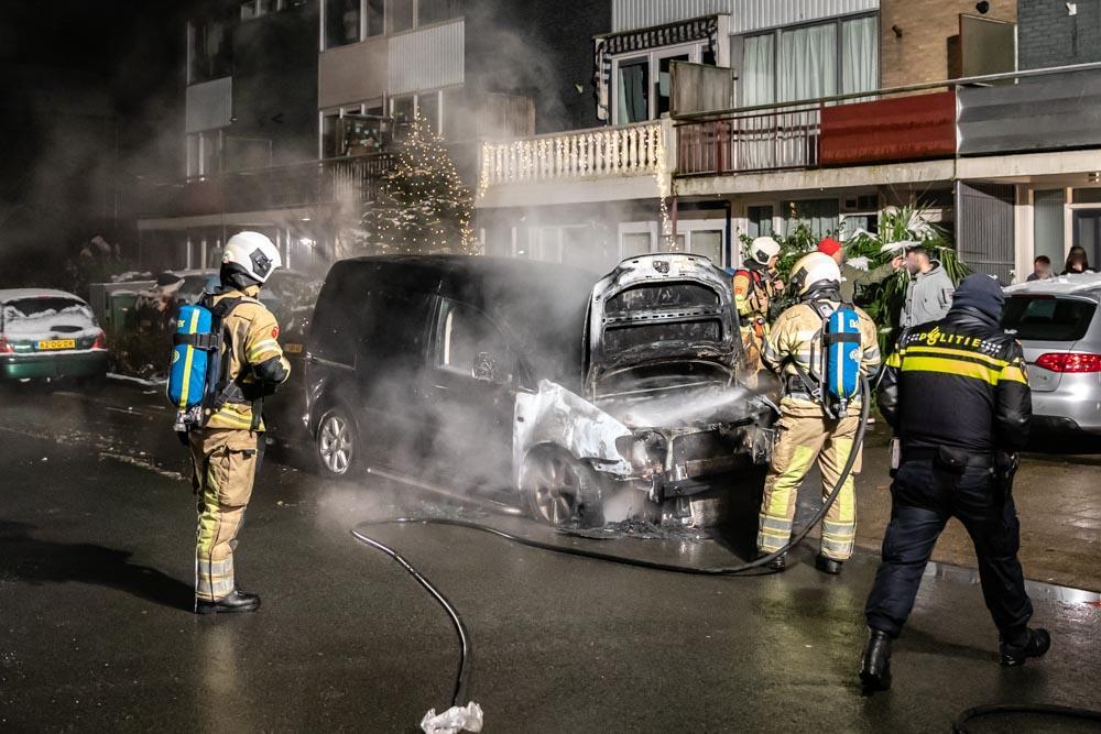 Brandweer rukt uit voor autobrand en een op hol geslagen cv-ketel in Soest
