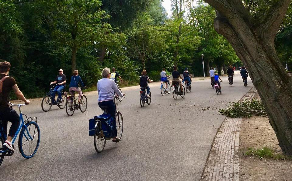 Column: Afstand houden is moeilijk, ook op de fiets