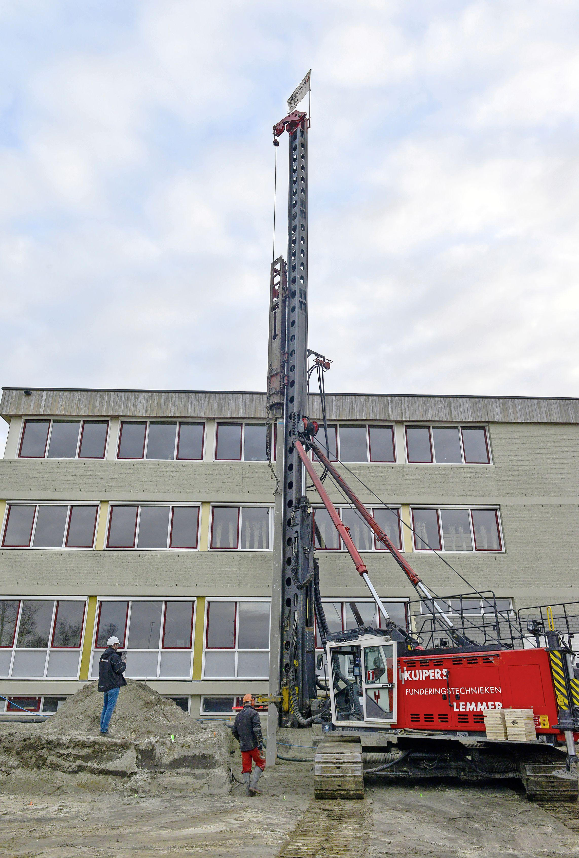 Eerste paal voor Texels onderwijscentrum. 'Ik denk dat we er de komende twintig jaar heel veel plezier van zullen hebben'