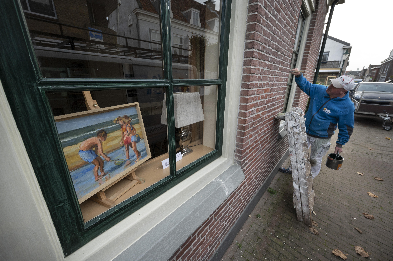 'Gluren bij de buren' enige onderdeel van Kunstweek Warmond dat wel doorgaat; soms is het letterlijk naar binnen gluren