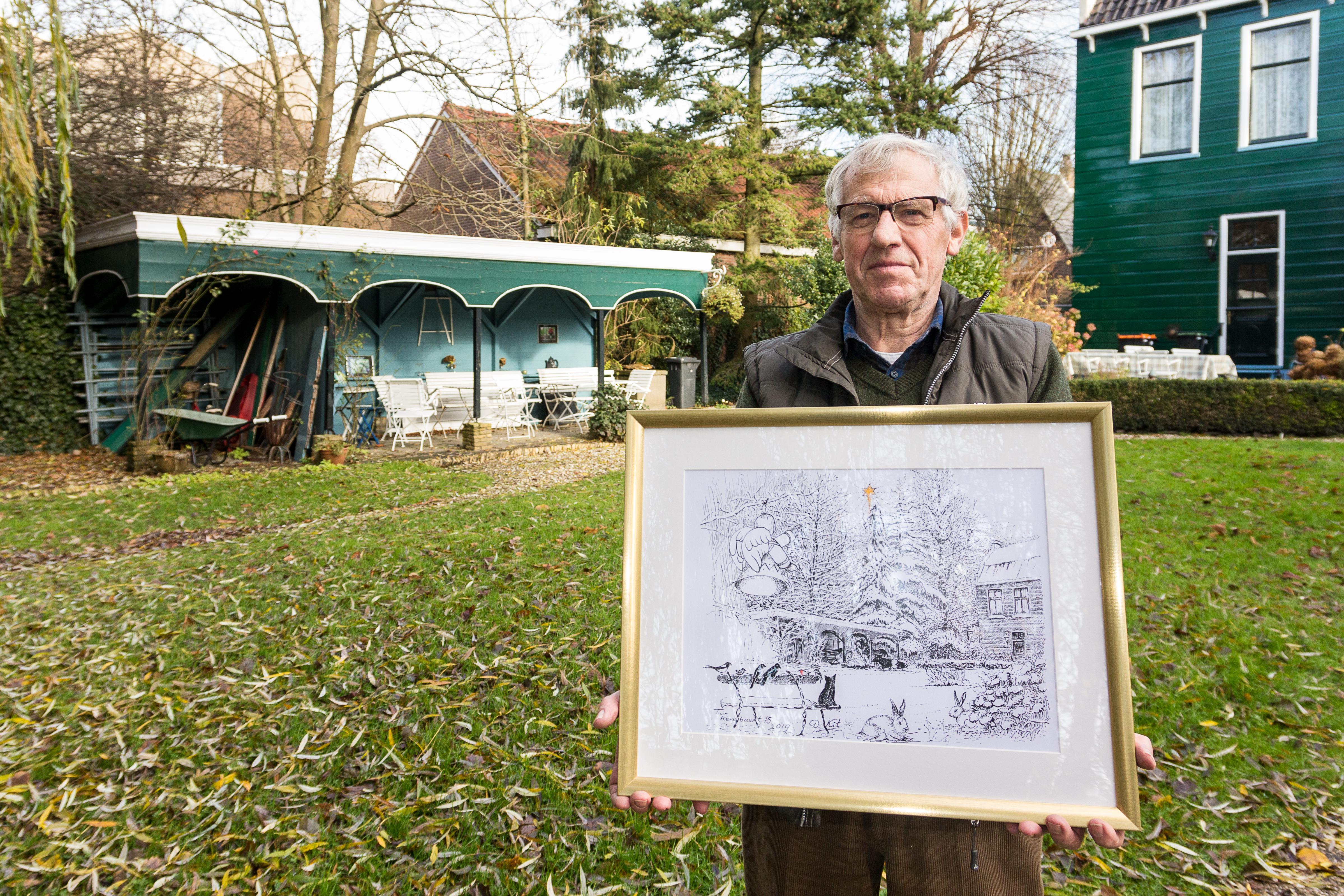 Eindeloos genieten van pielen: Dirk Kit maakt al jaren kerstkaarten van zijn tuin