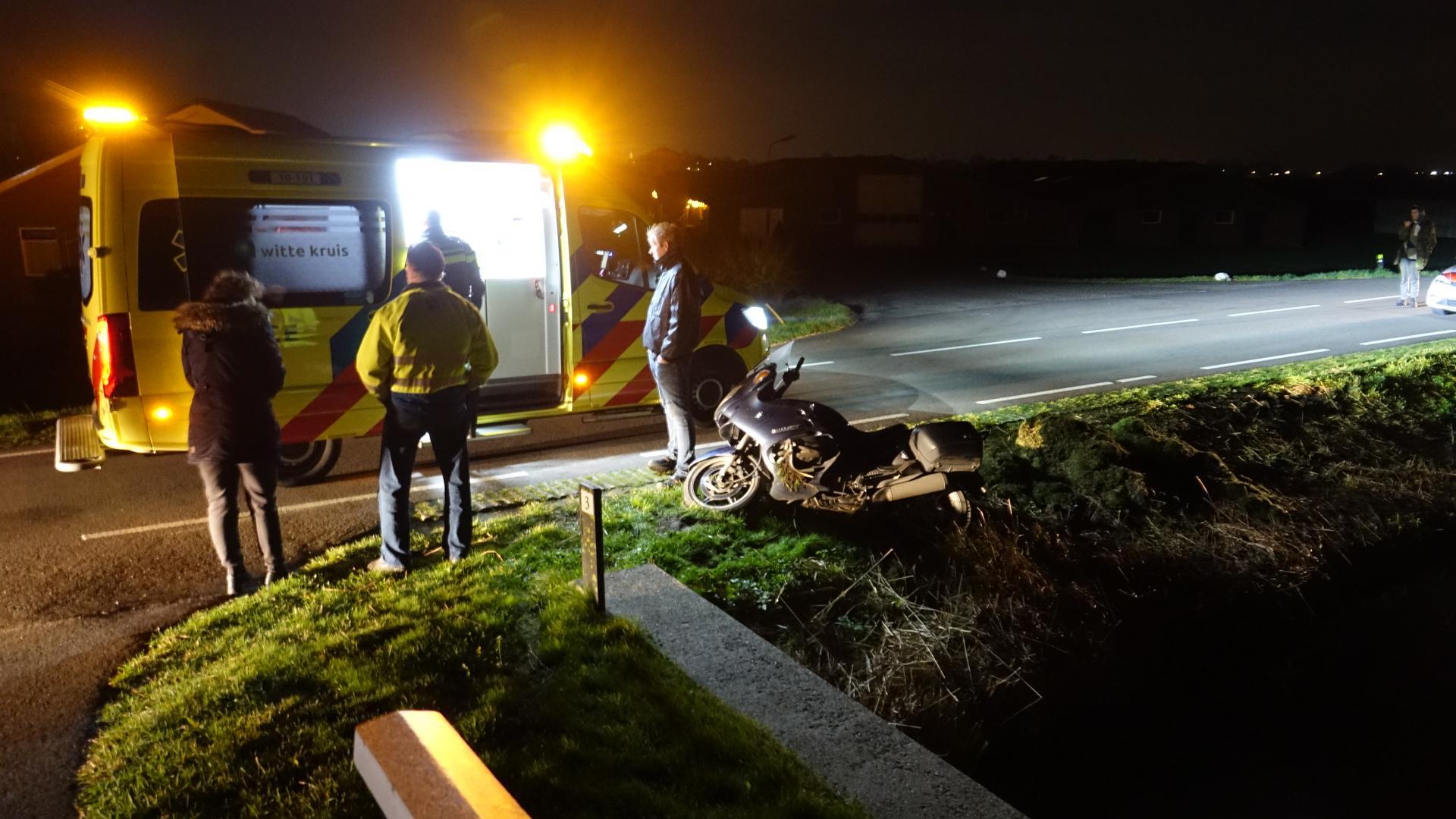 Motorrijder vliegt uit de bocht en raakt gewond in Obdam