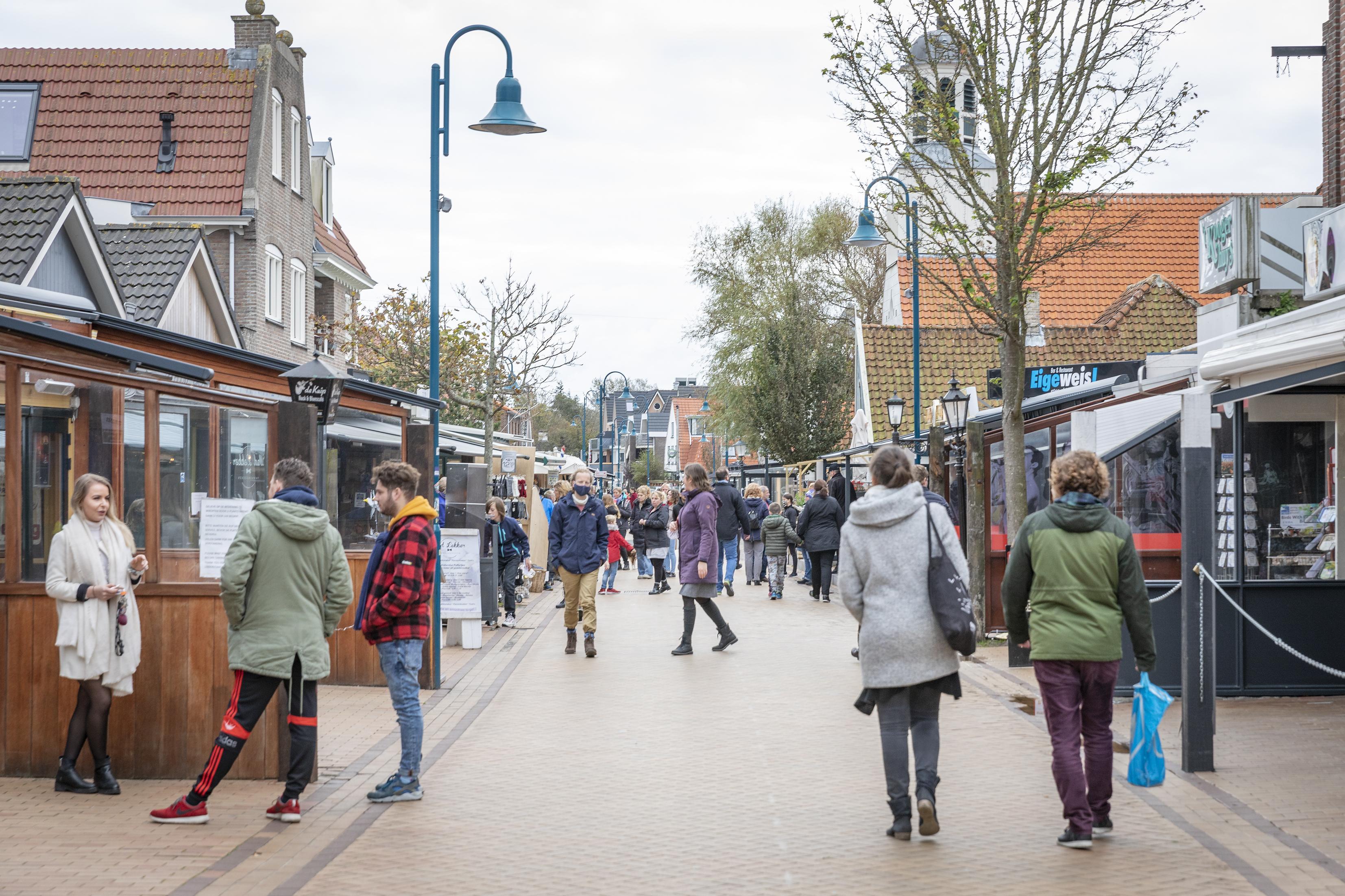 Toeristen met hoge nood kunnen tijdens lockdown horeca op Texel terecht bij openbare toiletunits