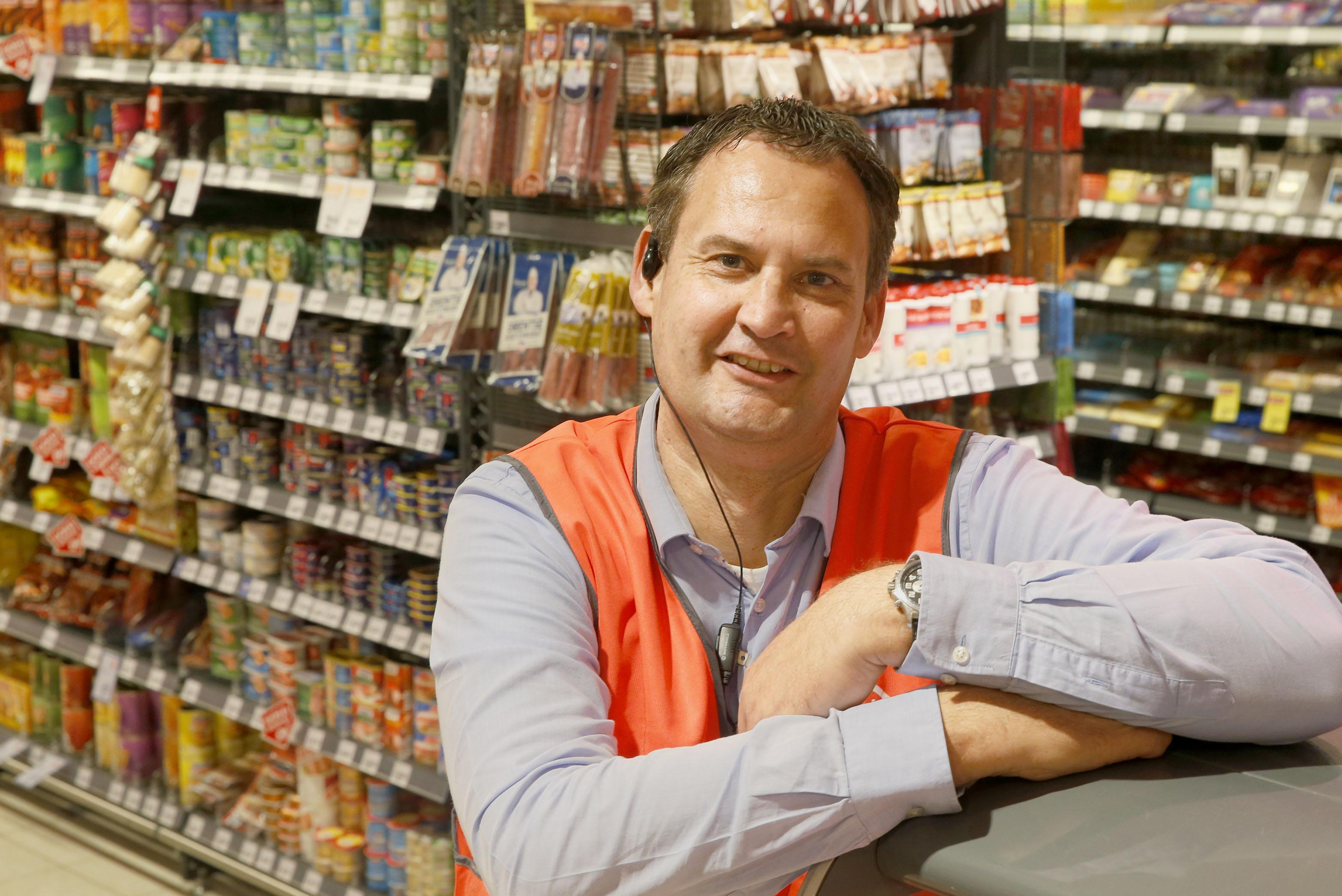 'Ik dacht eerst dat het een grap was', zegt bedrijfsleider Jacob-Jan de Vries over de flinke bonus van Deen. Maar het gebaar wordt gewaardeerd. 'De afgelopen maanden hebben als een rollercoaster gevoeld'