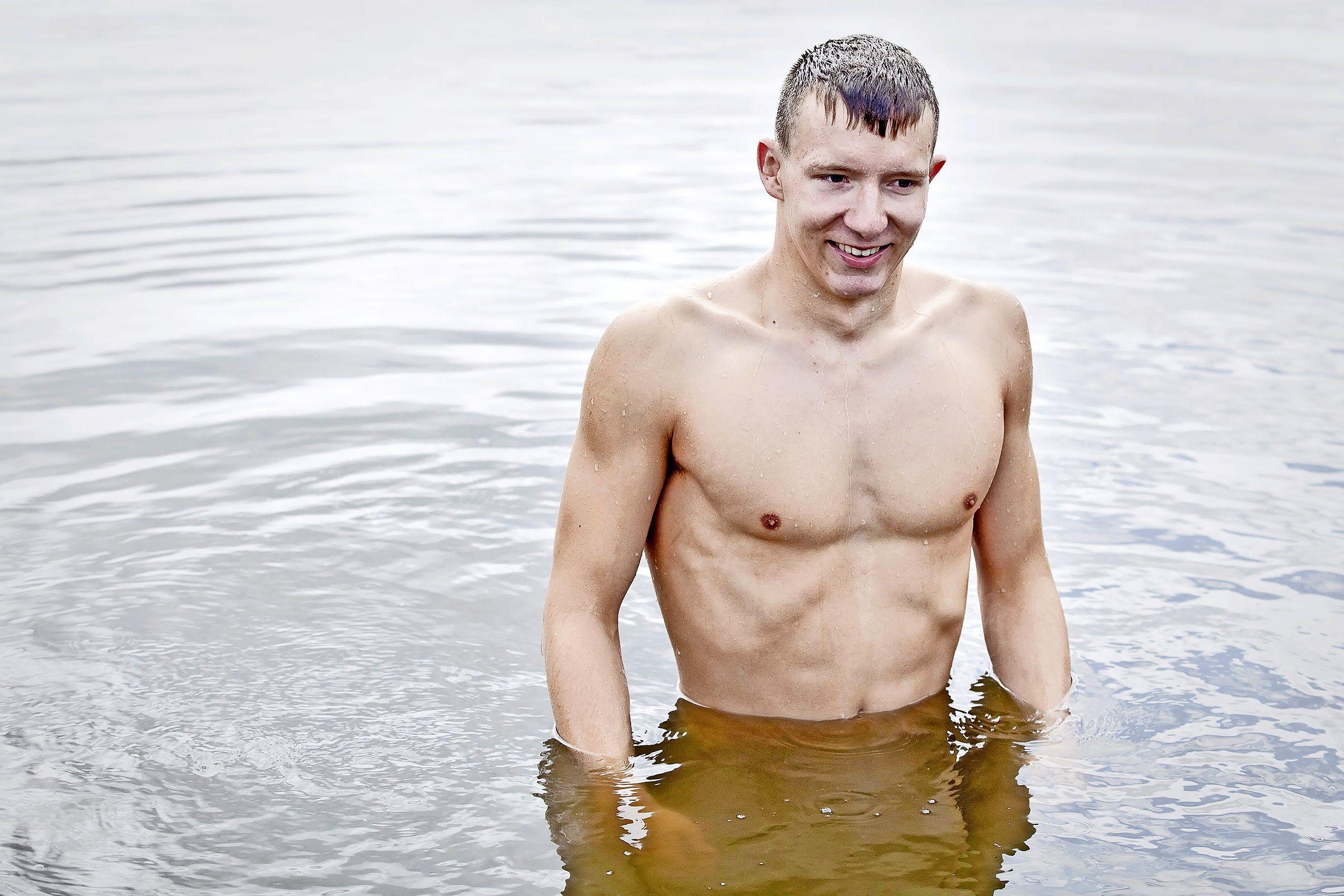 EK-debutant Bottelier uit IJmuiden grijpt naast medaille op 25 kilometer openwaterzwemmen