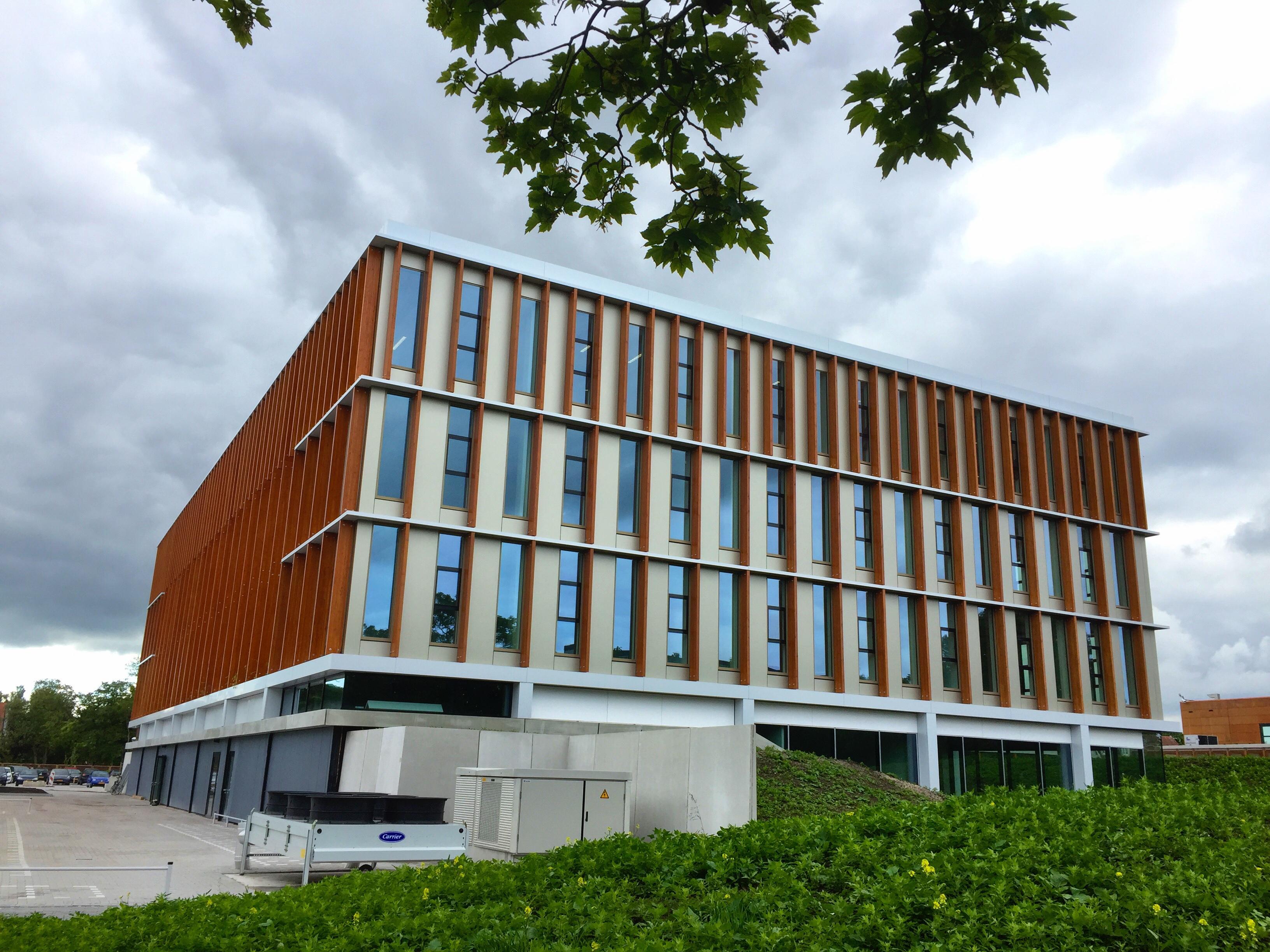 Nieuwbouw Nova College in Haarlem met 'hybride klimaateilanden' opent na zomervakantie