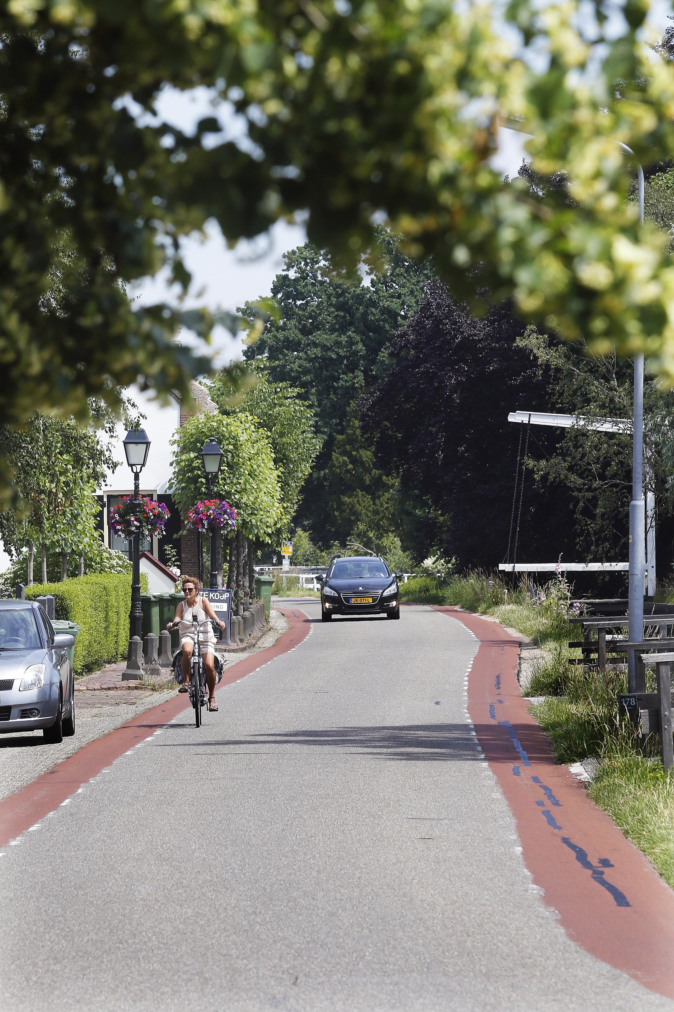 Langzamer rijden op Kortenhoefsedijk dankzij subsidie van het rijk: 30 km-zones